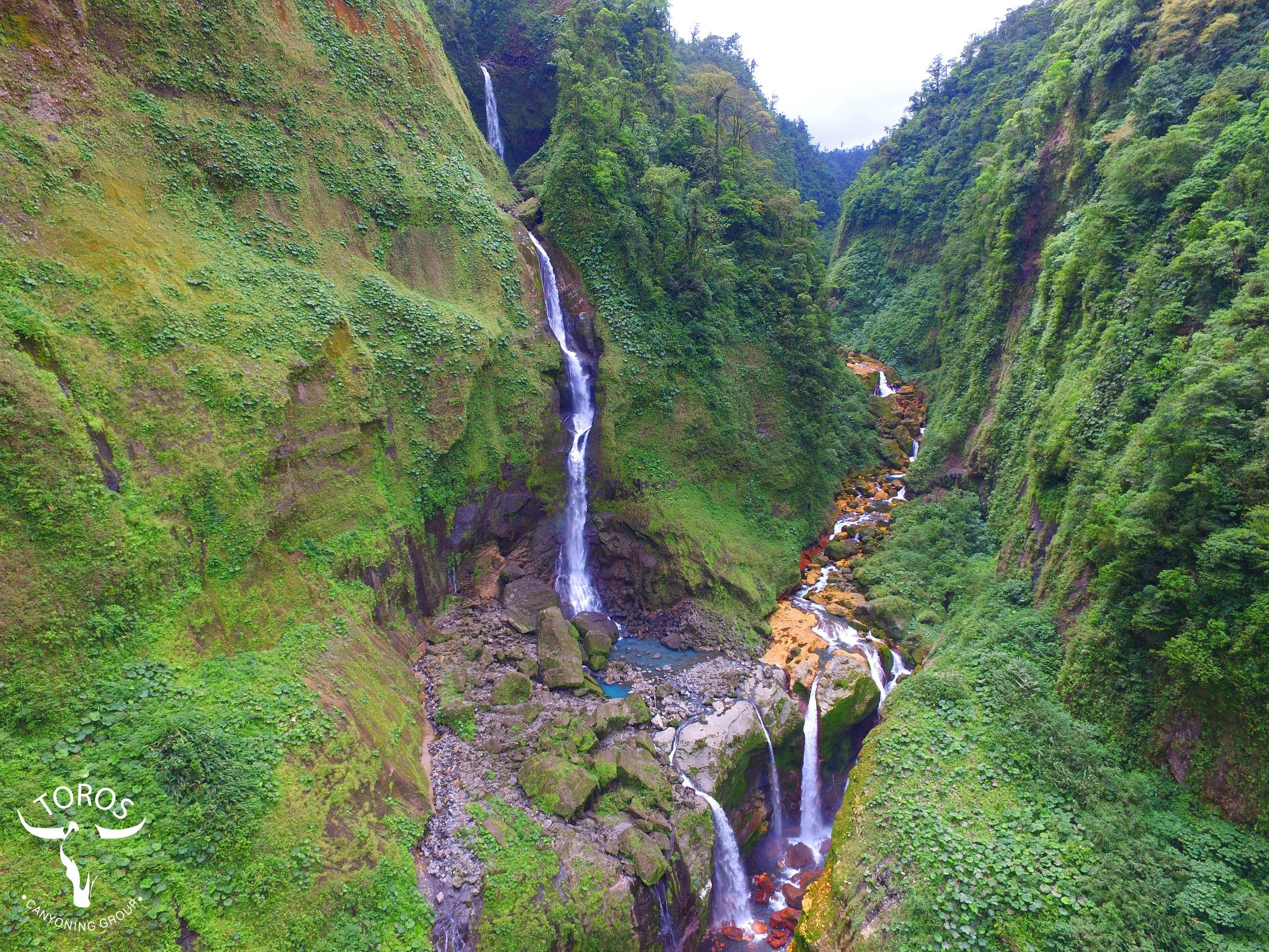 60, 120 y 50 metros, las impresionantes cataratas de Gata Fiera; foto:       Jean Paul Dinarte