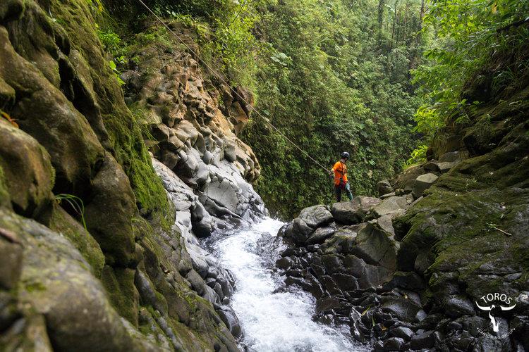 Scott asomandose a La Ventana; foto: Victor Carvajal