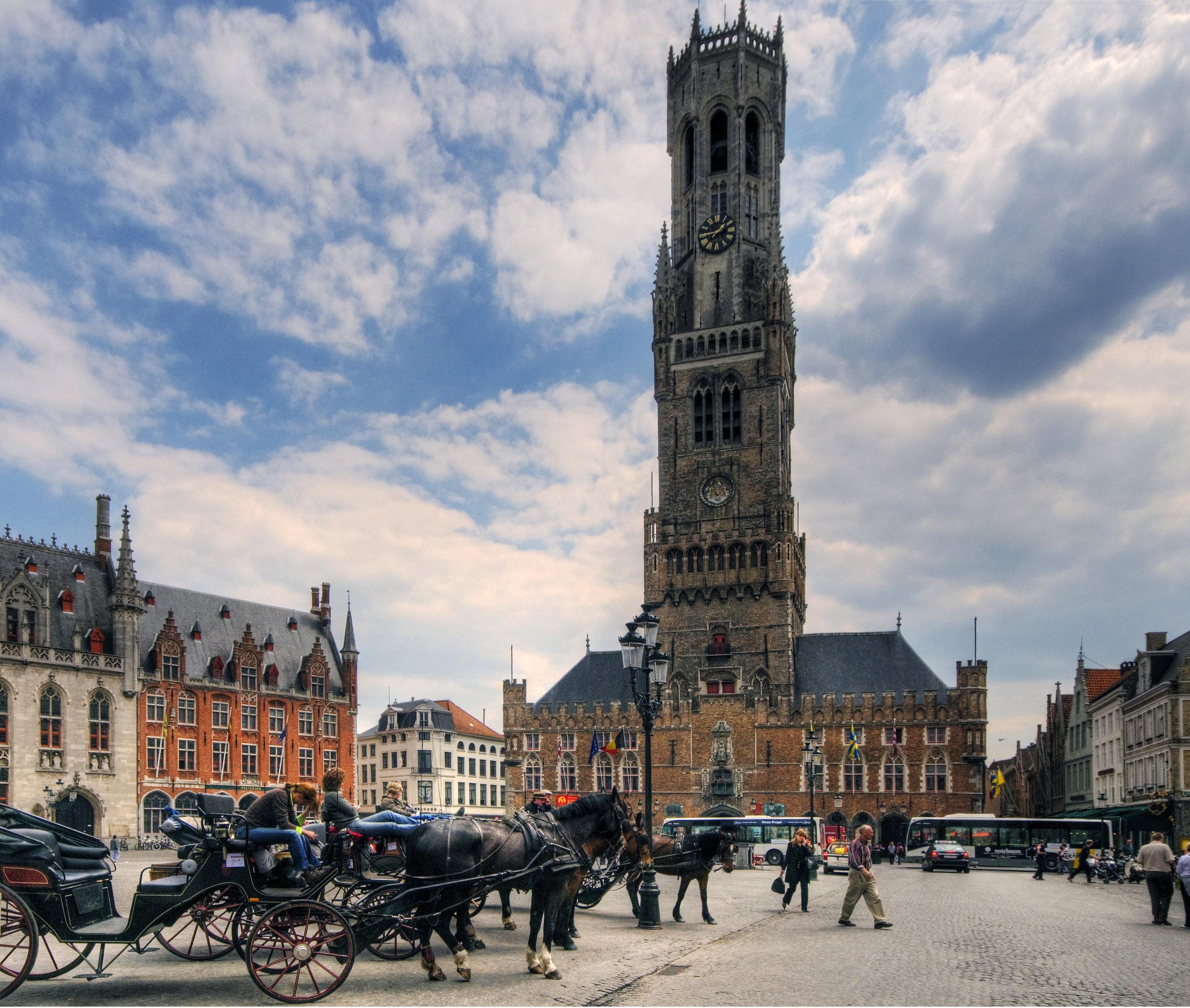 Bruges_Market_Square_and_Belfry.jpg