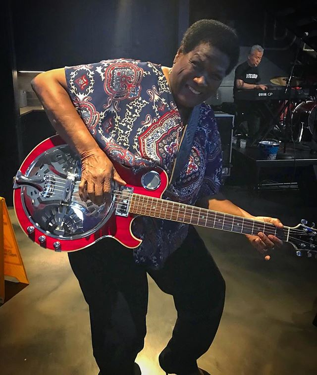 Mary Lane rocking out and wishing everyone a fun and safe 4th of July! ❤️🎸💙📷: @lisa_arthur • • • #blues #marylane #chicago #chicagomusic #documentary #icanonlybemarylane #smokedaddy #bbq #4thofjuly #musician #film #womeinmusic #guitar #rockingout #americanstyle #usa #nostatic #bluesband