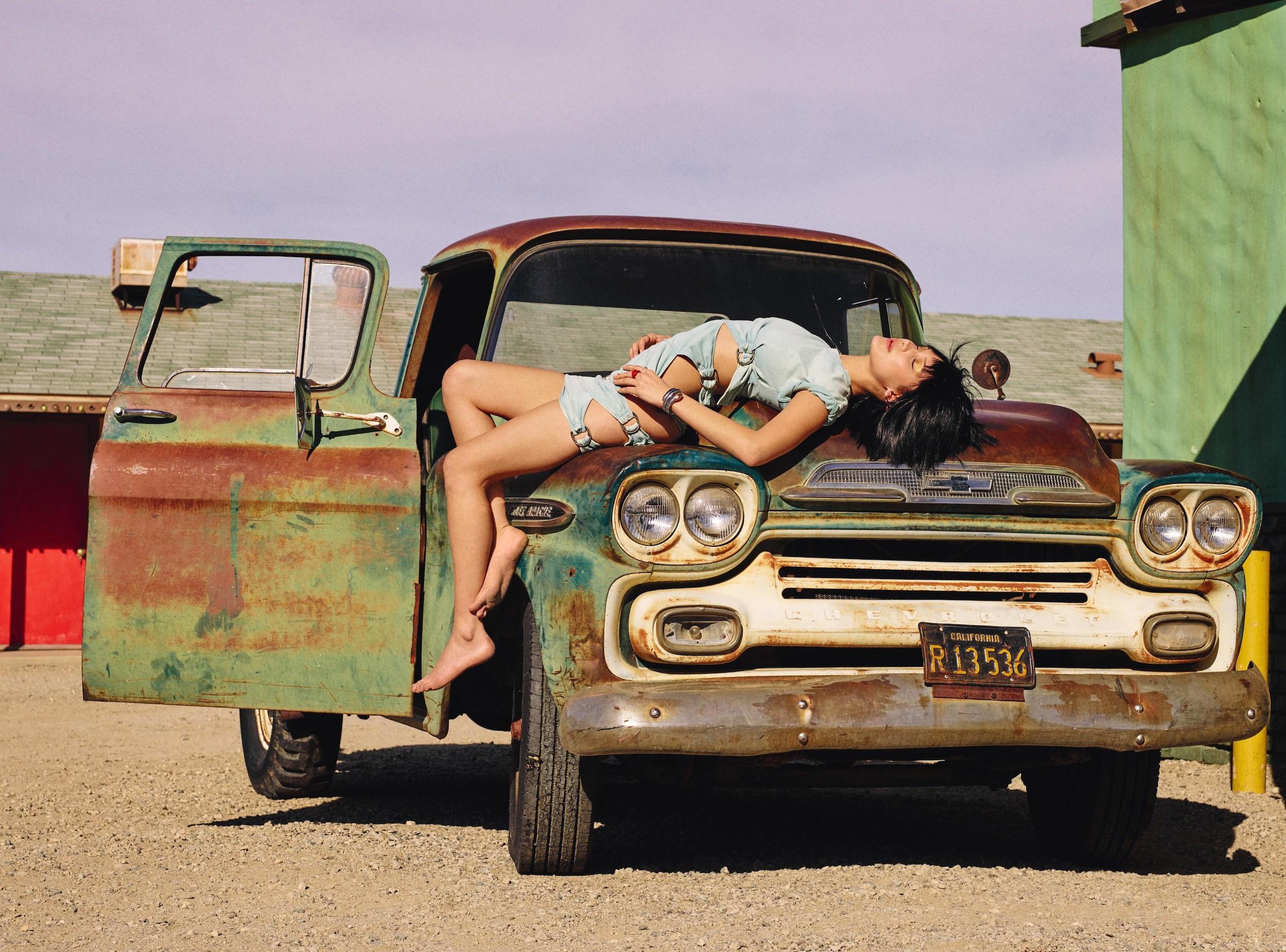 bella-hadid-by-sam-taylor-johnson-for-love-magazine-spring-summer-2016-3.jpg