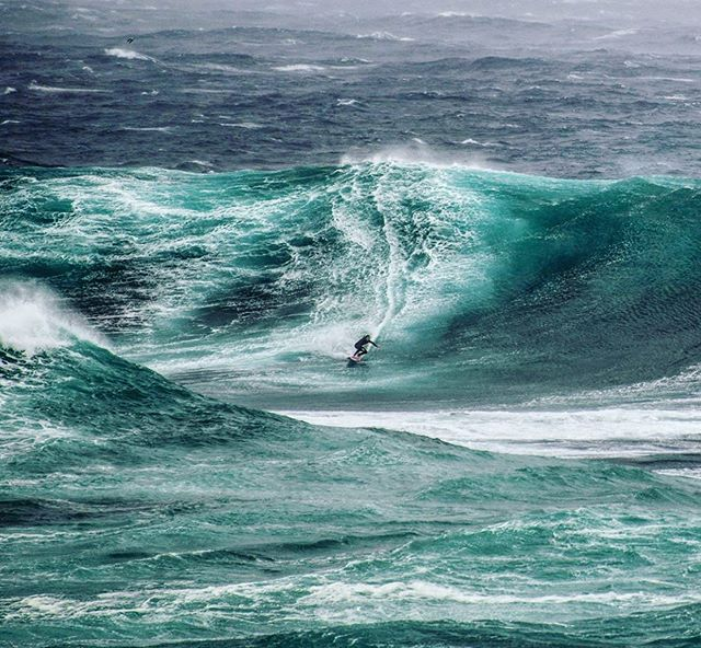 Thinking back to last Tuesday and local boy @john_walsh__  surfing the big swell down at North Maroubra! What a maniac 🌊🏄‍♂️ 📸 via: @maroubra.beach