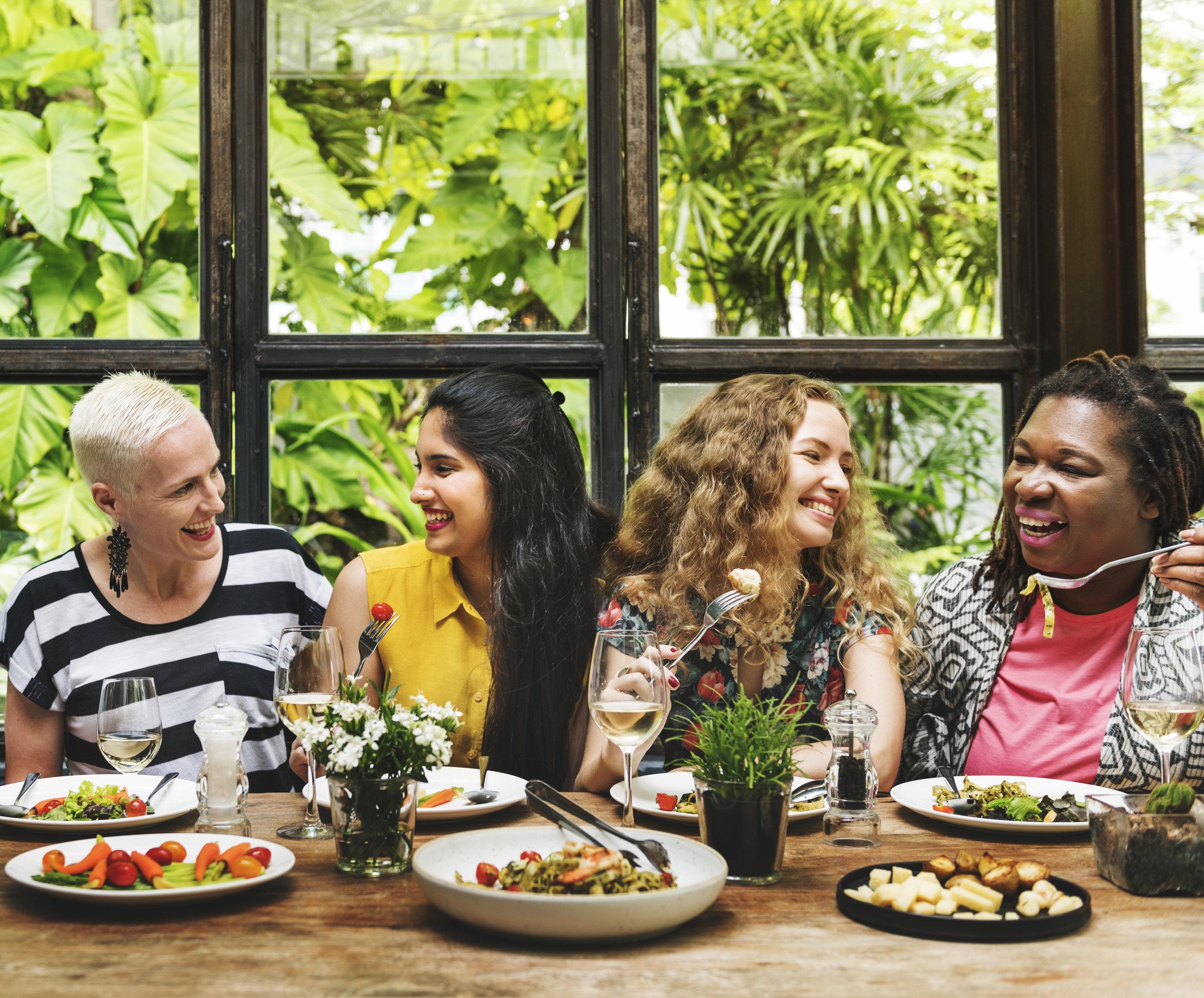 diversity-women-group-hanging-eating-together-P7D4NX3.jpg