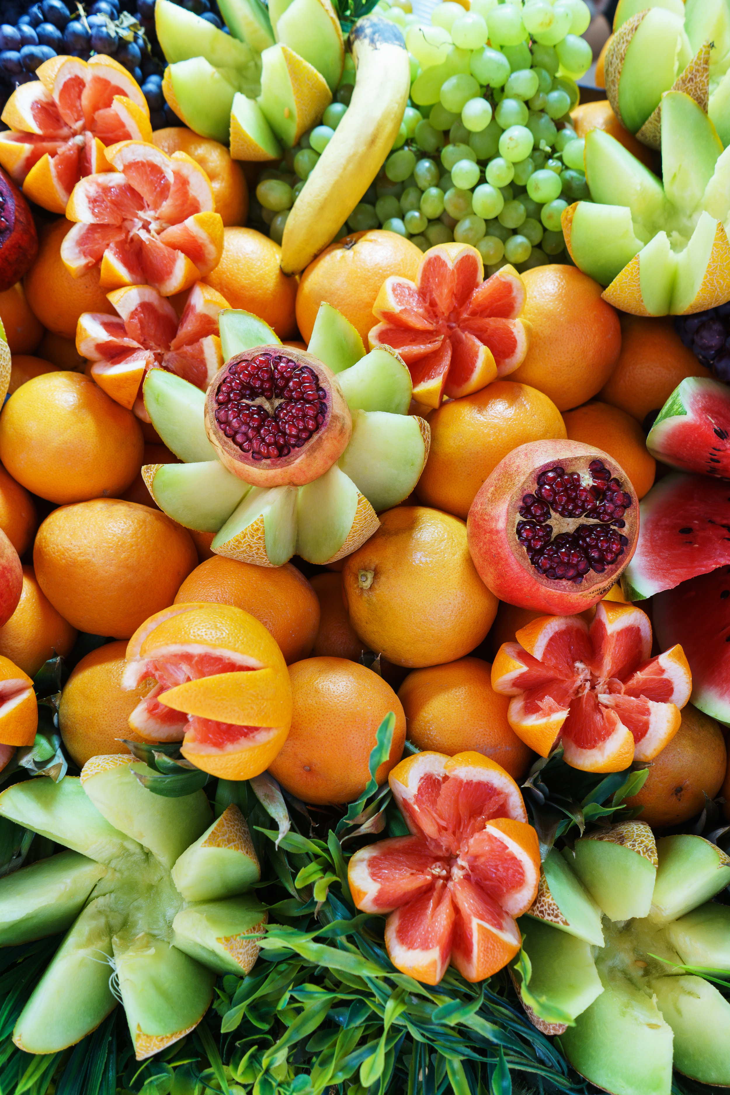 bright-juicy-fruits-in-the-assortment-on-the-LT7MQZK.jpg