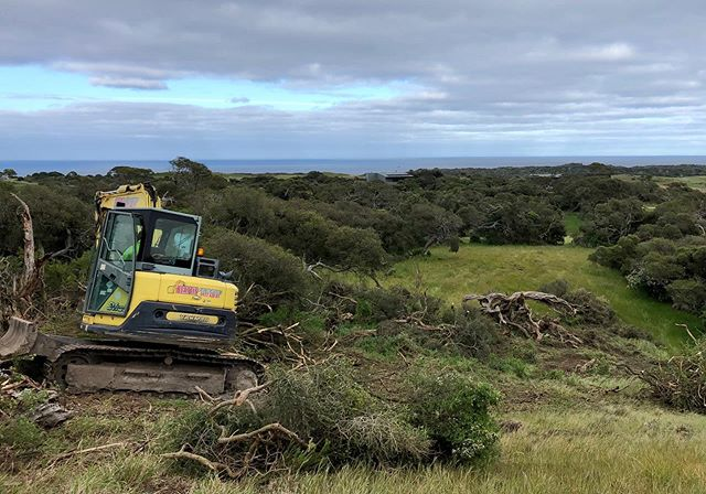 New Build | The Cups Drive, Cape Schanck. A contemporary 2-story home designed by @peterwrightarchitects . Located on The National Golf Course, overlooking Bass Strait. . . . . #newhome #construction #buildingdesign #architecture #australianarchitecture #australiandesign #archidaily #excavation #sitecut #golfcourse #bassstrait #oceanview #capeschanck #contemporarydesign #modernarchitecture #moderndesign #morningtonpeninsula