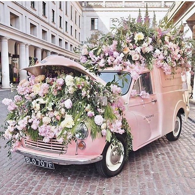 Who else loves flowers this much?🌸🌸 #granddutchess #fashion #style #beauty #blackgirlmagic #shopgranddutchess #love #spring #bosslady #femaleentrepreneur #girlpower #inspiration