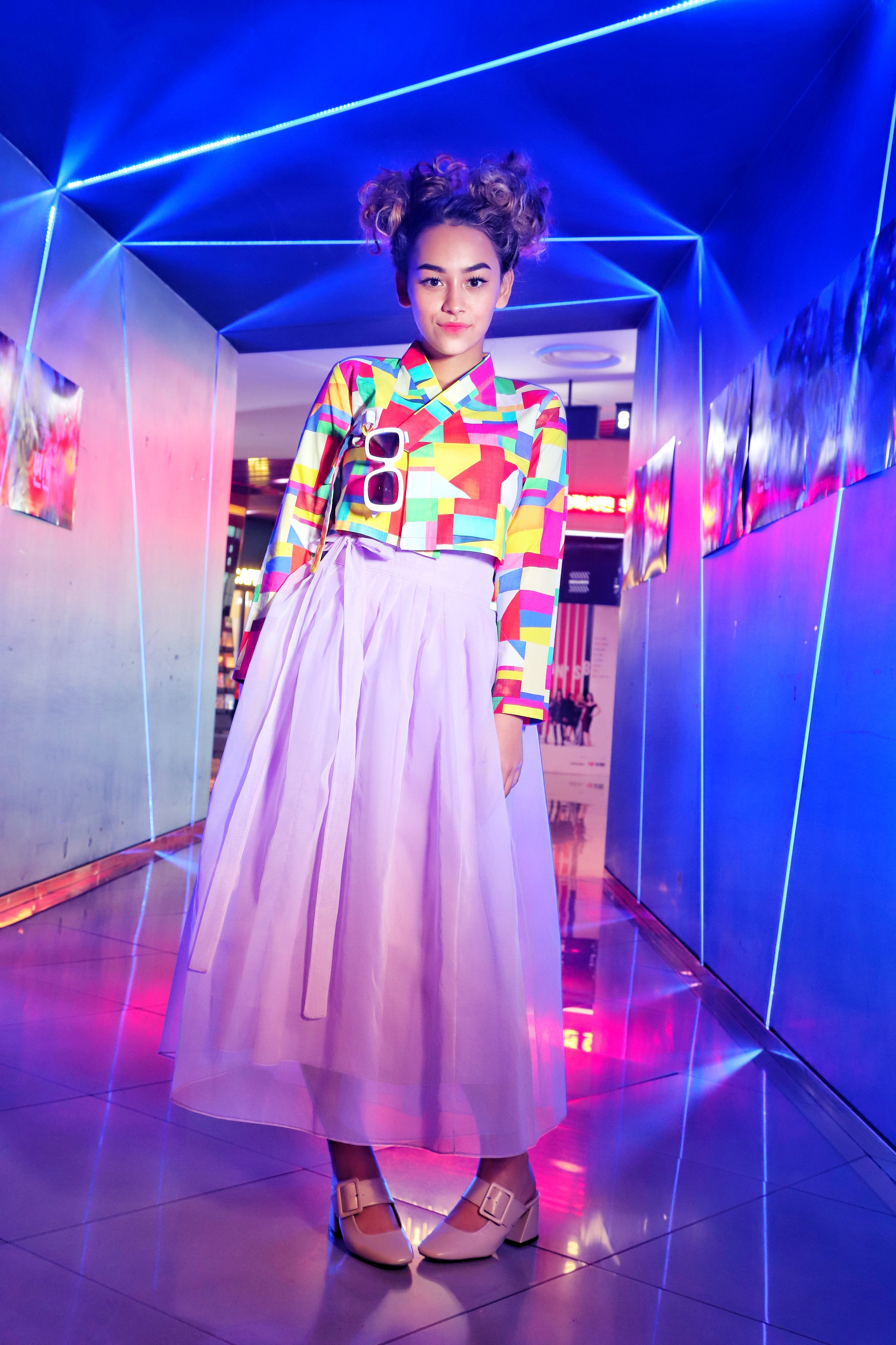 A full body shot that's a bit more than the standard shot of this type, adding in a bit of editorial and pizzazz, a bit of pre-modern and hypermodern Korean cultural elements, and a bit of the model's youthfulness. This was Zyon's favorite  hanbok  of the three the designer lent us.
