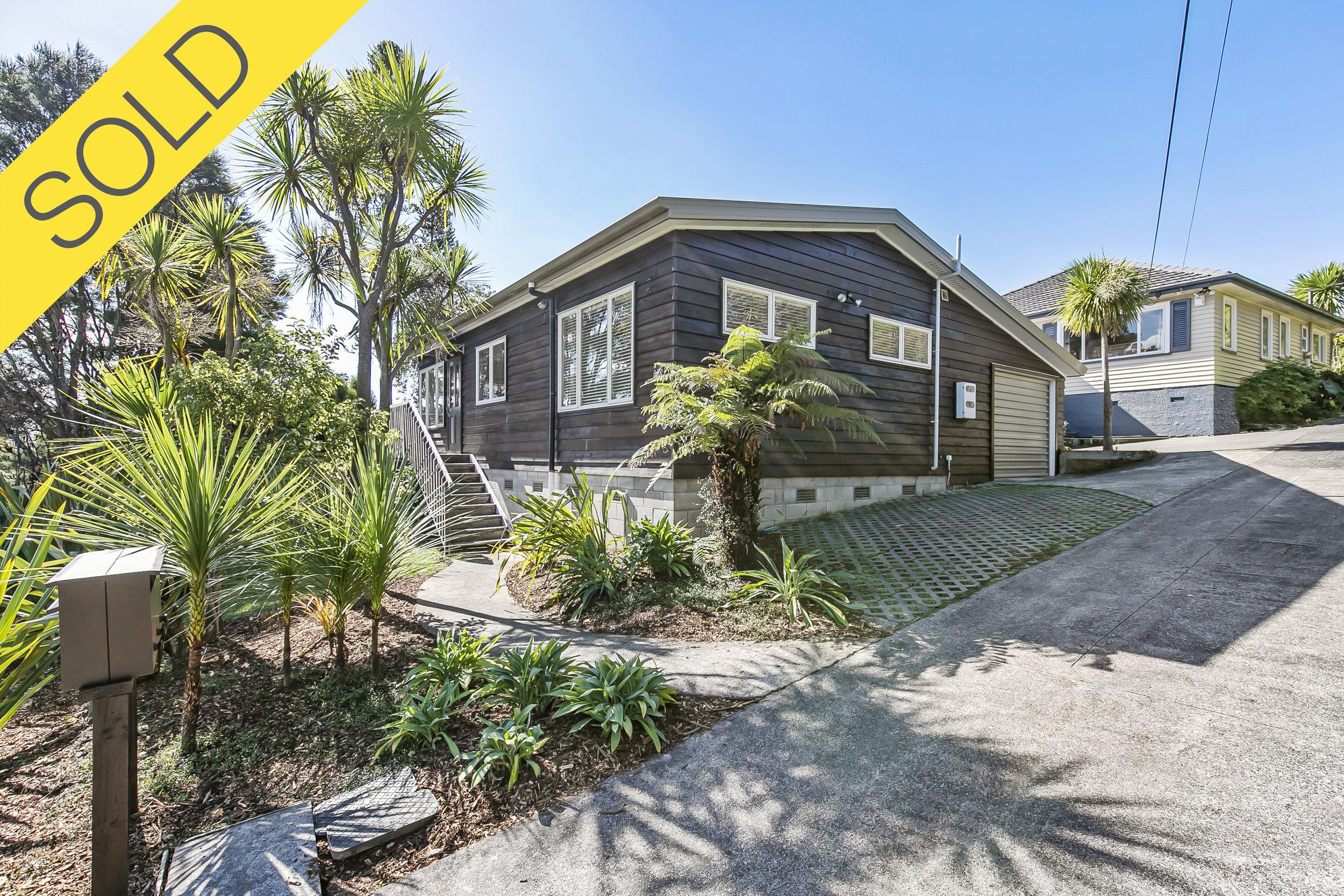 1/10 Konini Road, Titirangi, Auckland - SOLD MAY 20192 Beds I 1 Baths I 1 Car