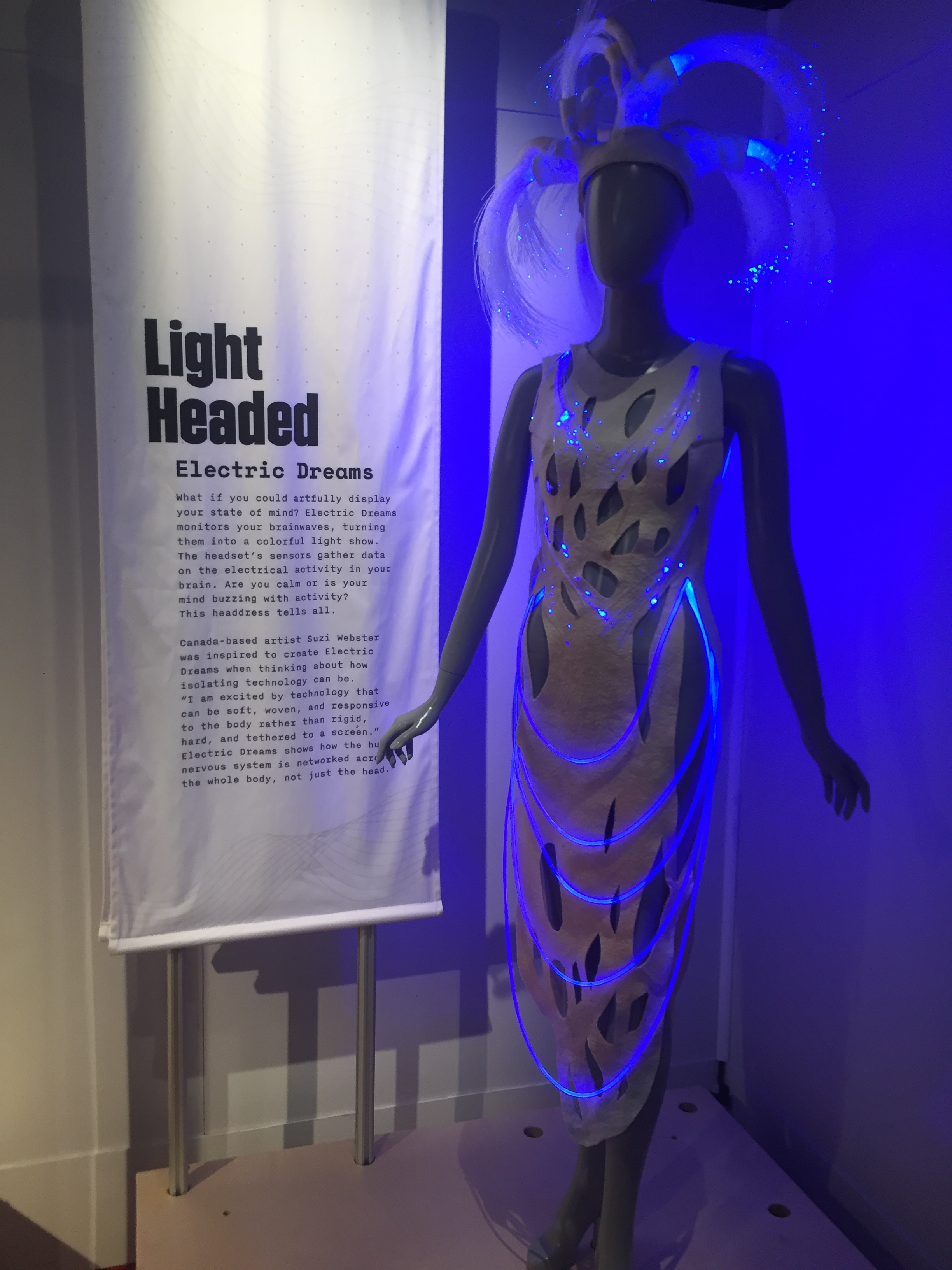Suzi Webster/Quantum XPR created a dress that lights up to show electrical activity in the brain, telegraphing your state of mind.