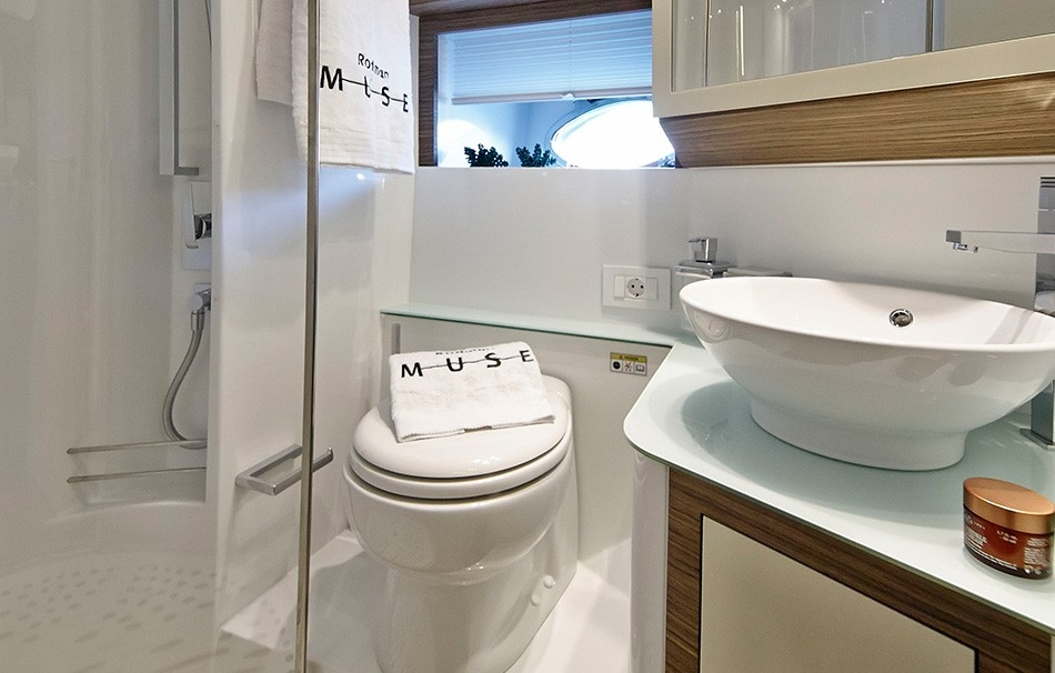 Arctic Queen toilett rodman-muse-44.jpg