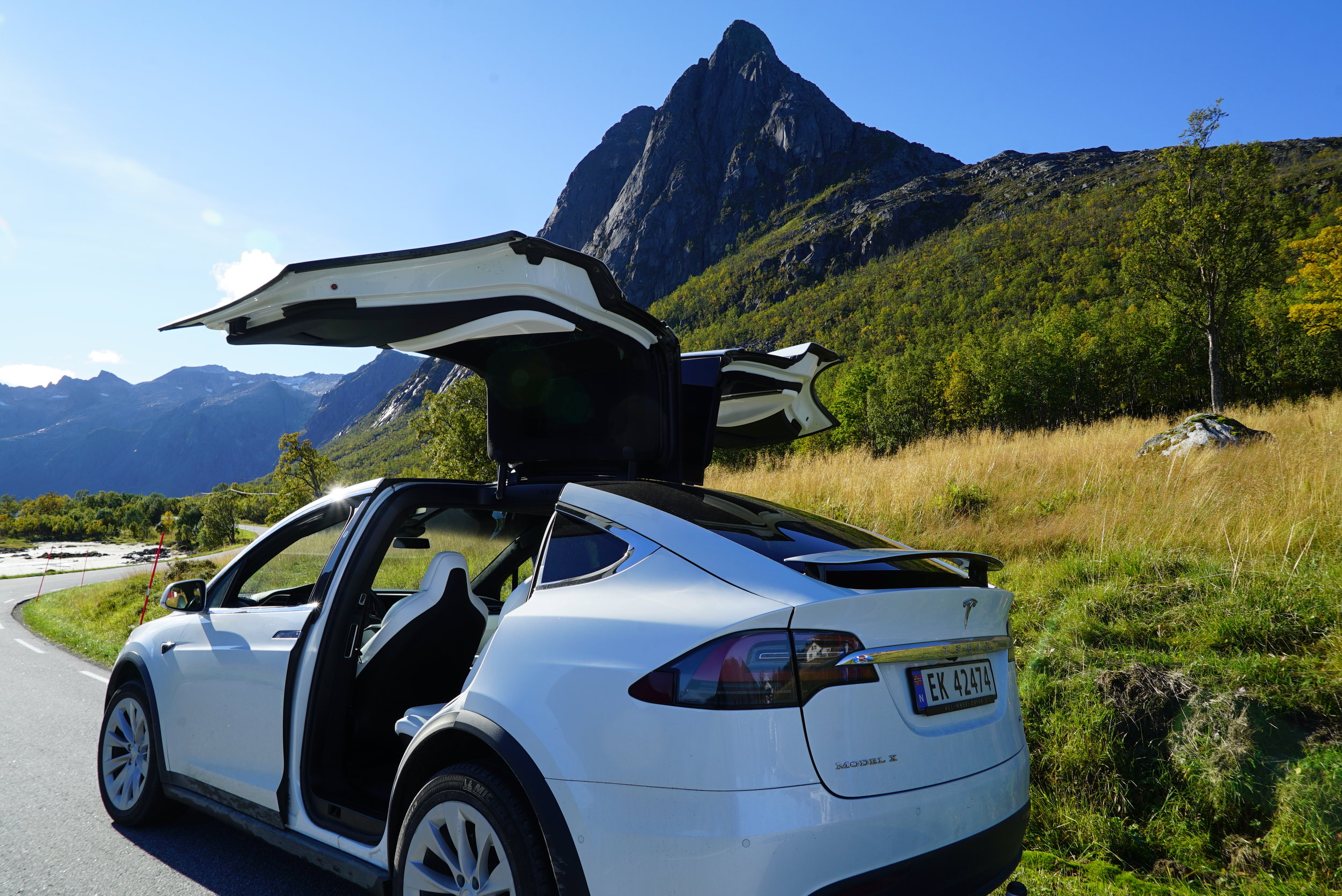 Fjordsightseeing Tesla X 11.jpg