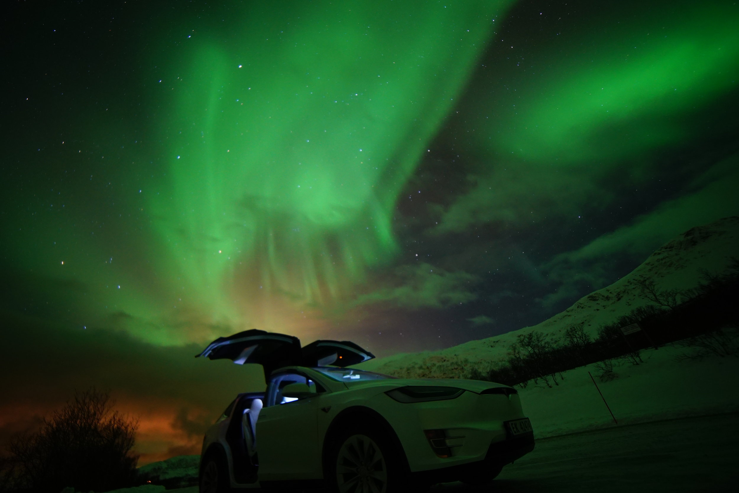 Tesla X Northern Lights 3.jpg