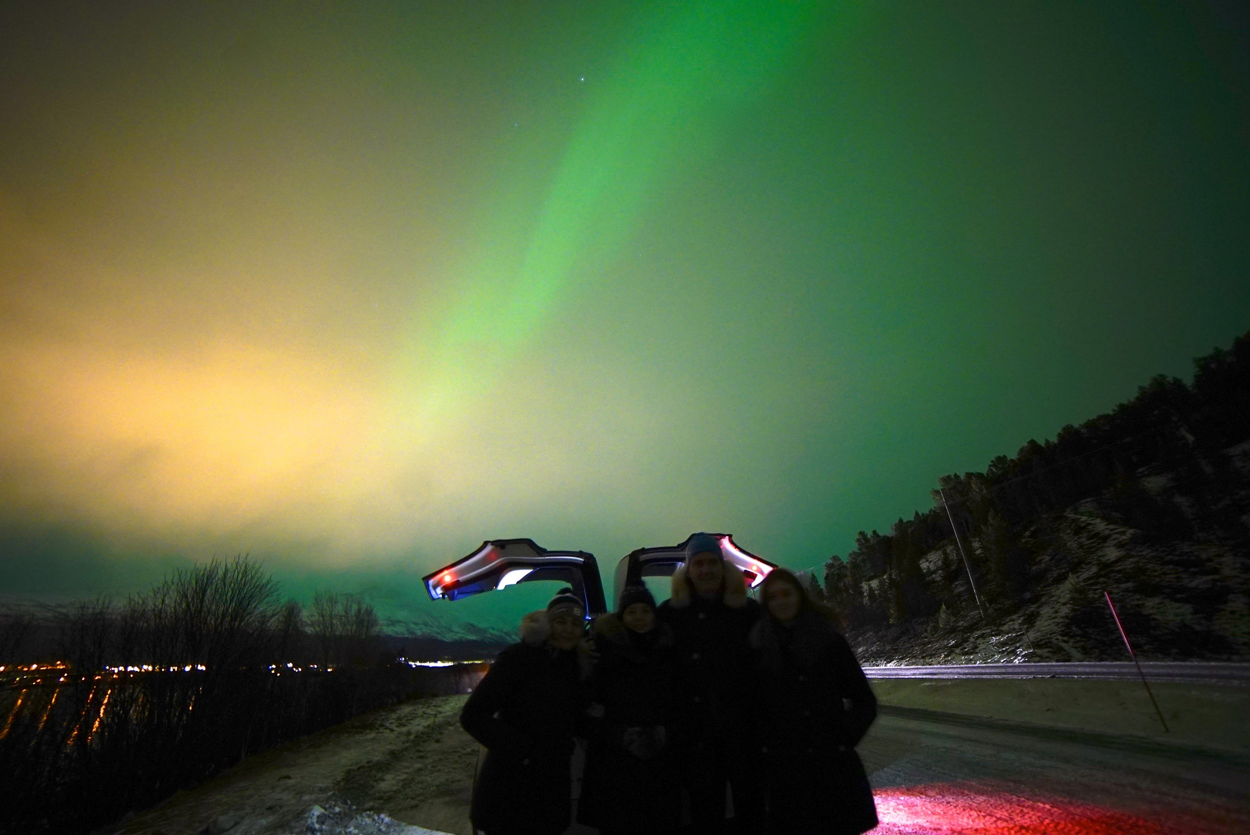 Tesla X Northern Lights 4.jpg