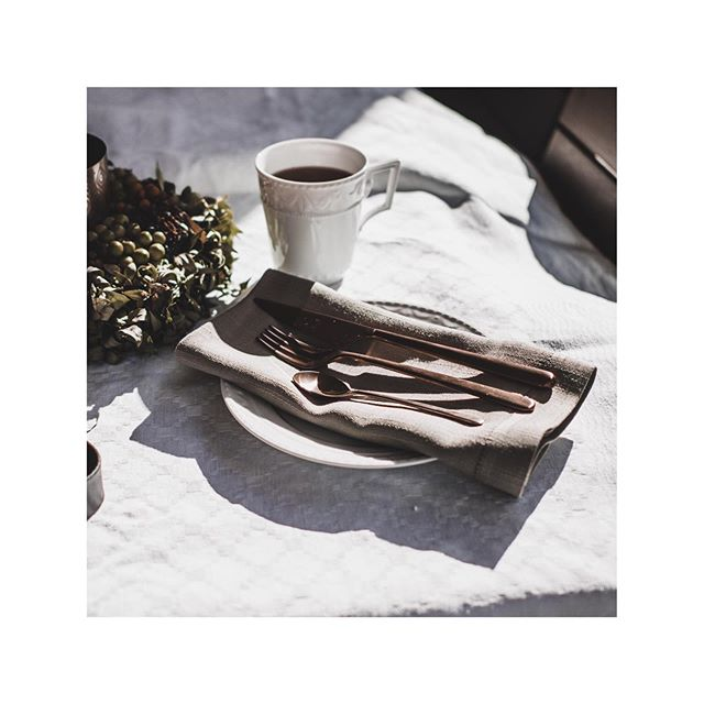 SUNDAY MORNING  Breakfast with our favorite @mepraspa cutlery in bronze.  #purchasingservices #procurement #cutlery #weekend #kpm #restaurant #tabletop #porcelain #decoration #procurementteam #aroundtheworld #business #hotelopening   Werbung da Markennennung  