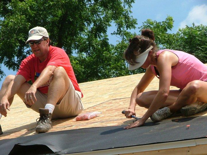 sandy-and-julia-on-roof.jpg