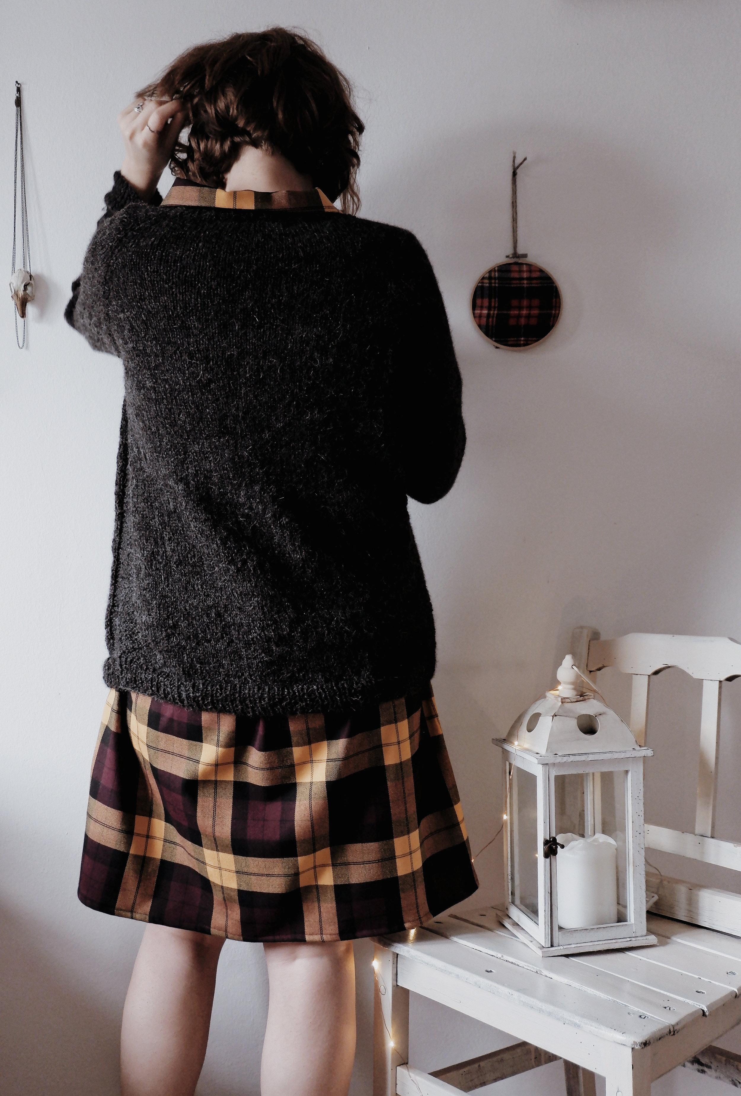 Calmfluencer Sweater_03.jpg