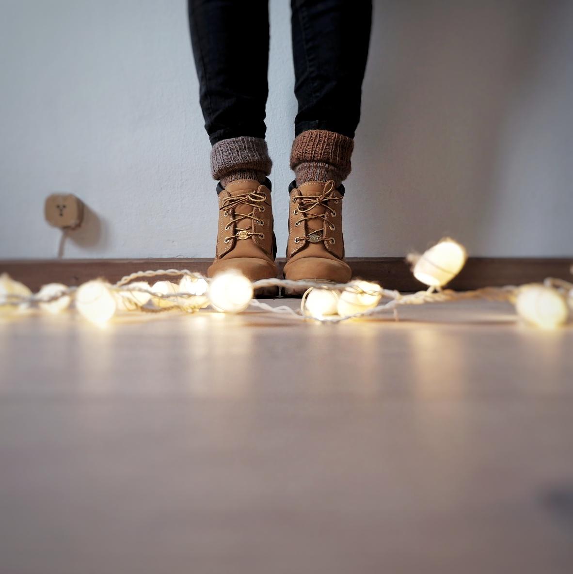 One of my favourite things to wear in Winter times: woolen socks with boots.  Una delle mie cose preferite da indossare in inverno: calze di lana e scarponi.