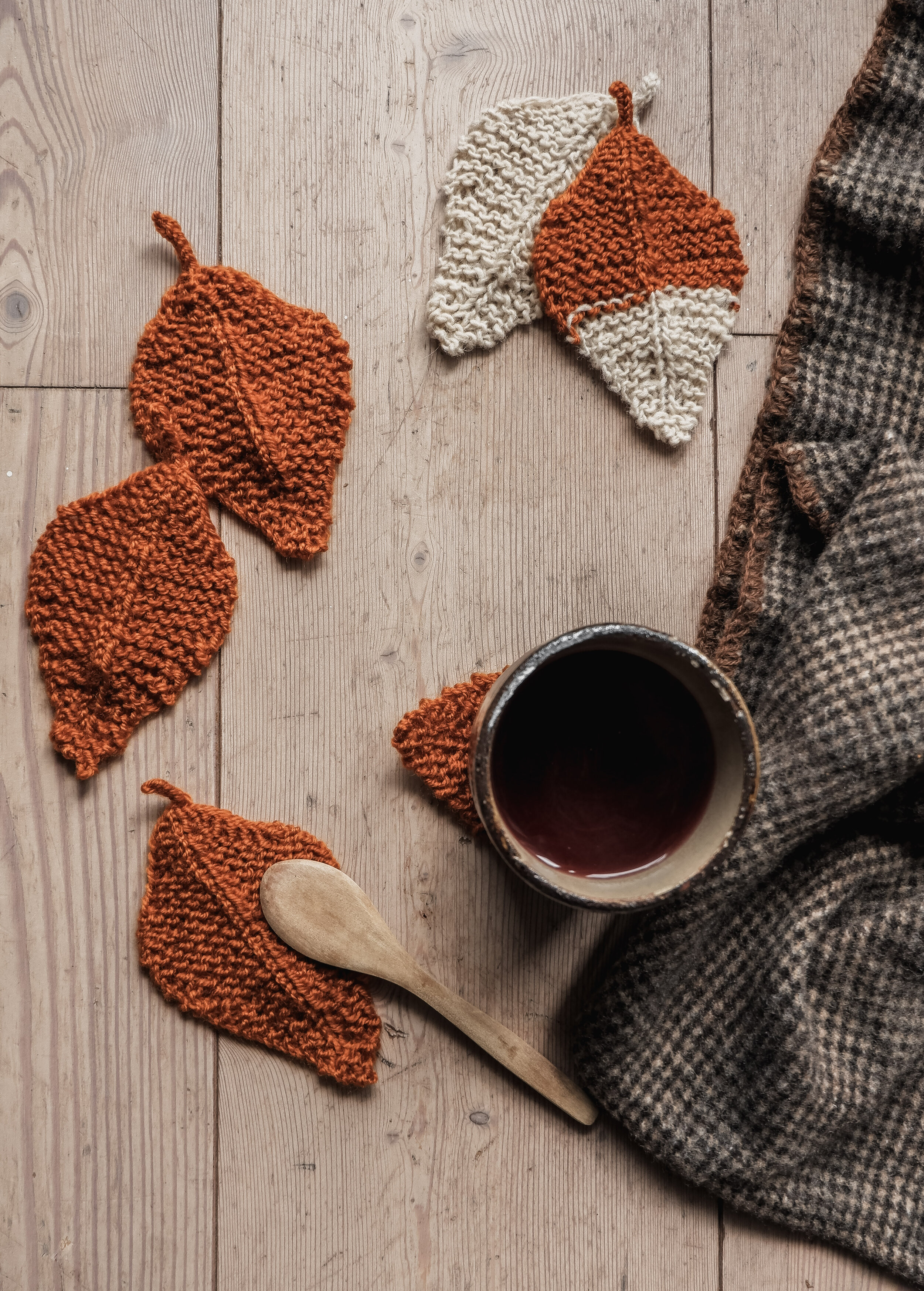 Knitting: I've fell in love with this pattern from  Irina Ferrer    [Maglia: mi sono innamorata di questo pattern di foglie]