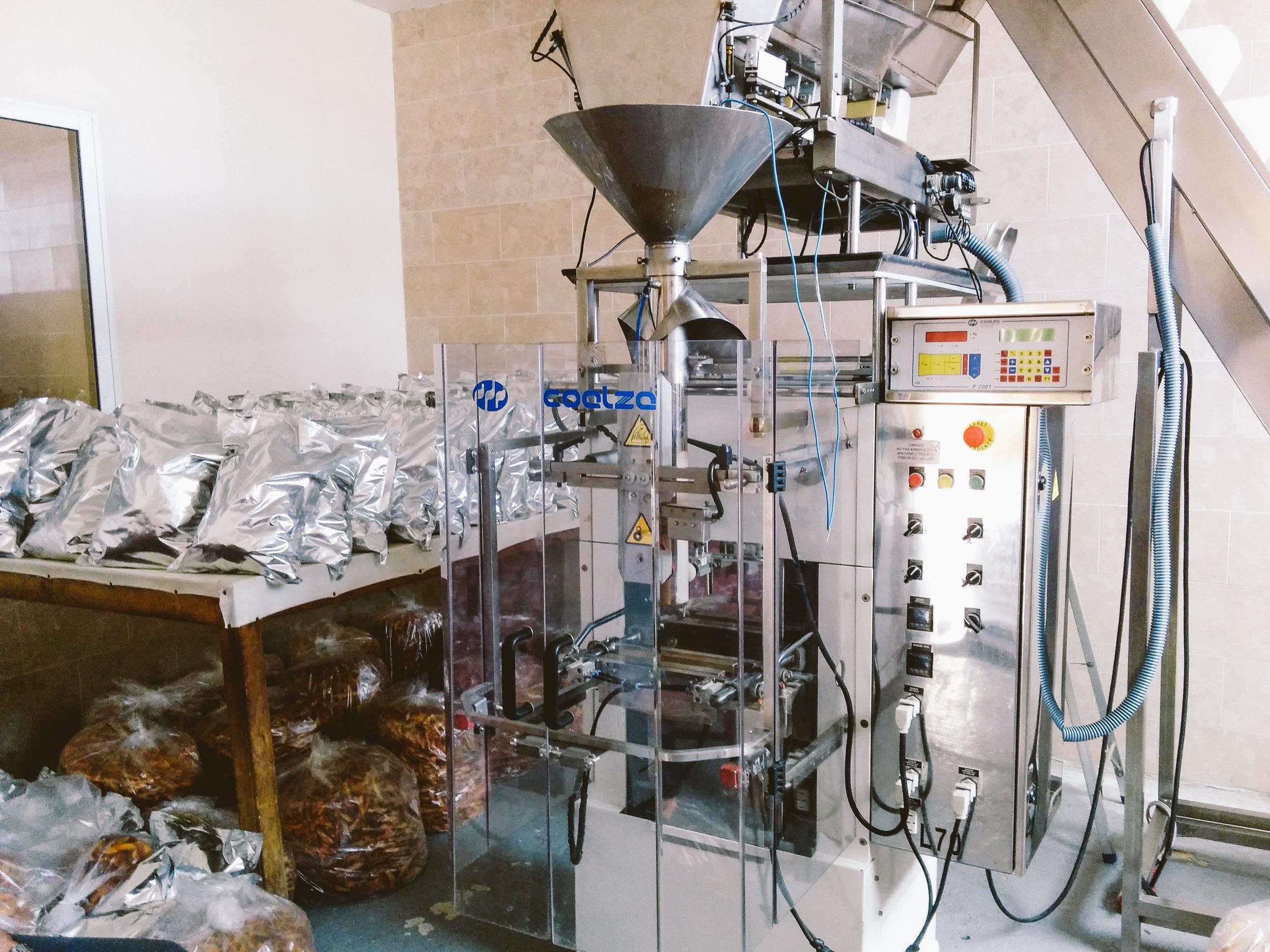 Cashew sorting and packing machine