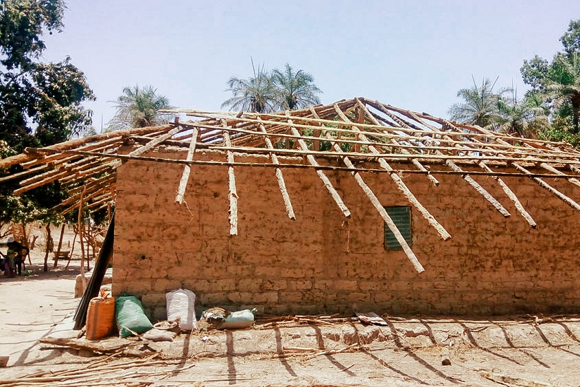 House with roofing framework