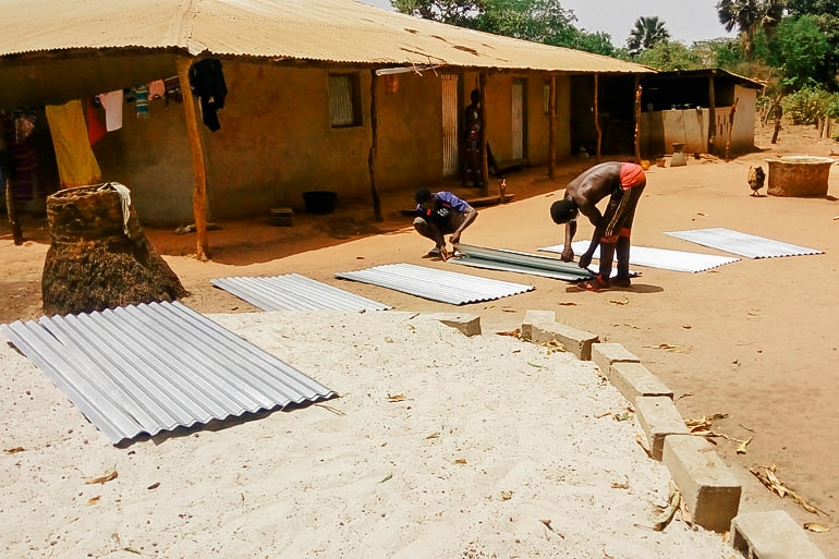 Organizing the roofing material
