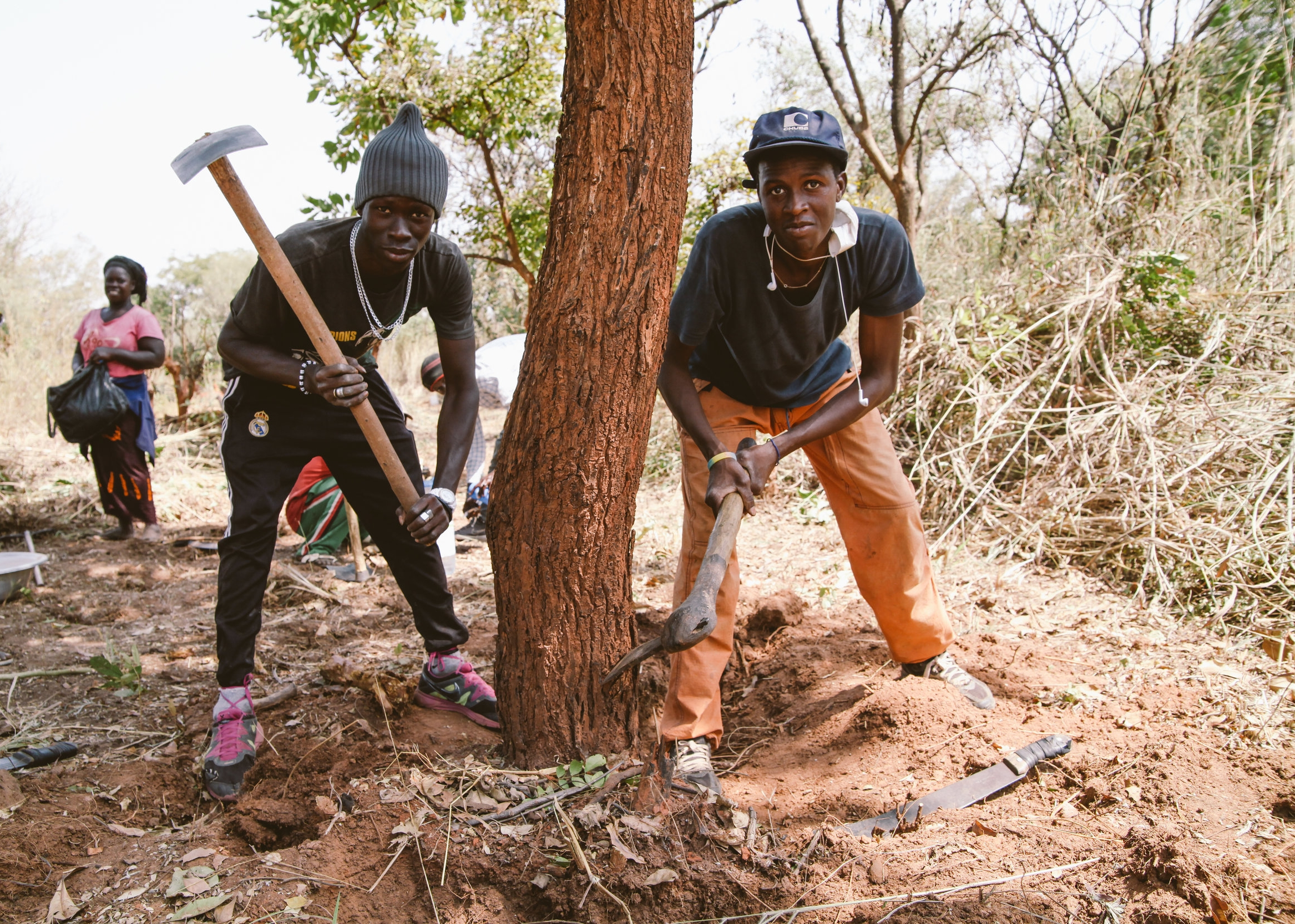 Young workers ready to dig along the roads