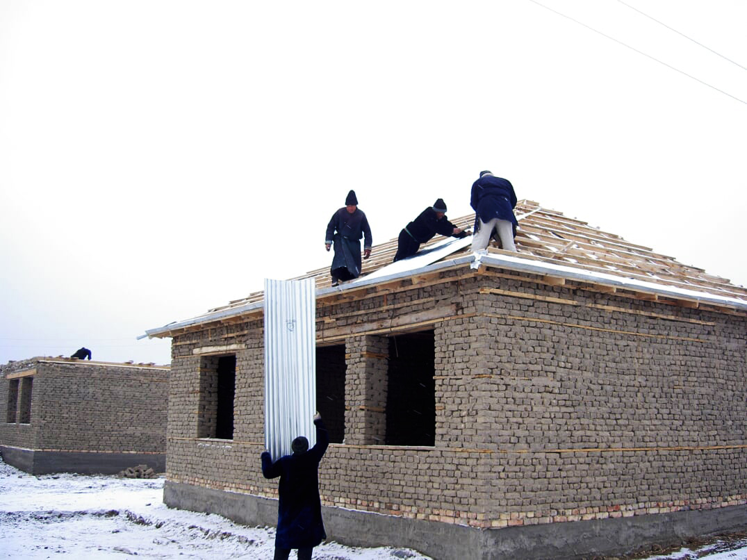 Laying the roof following snowfall