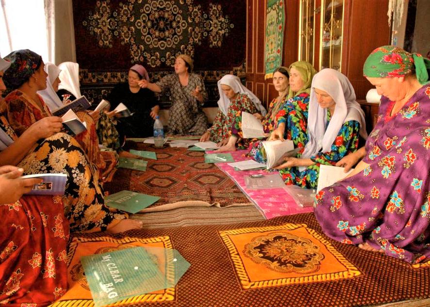 Women from the community meeting to discuss the Chornya Kassa program