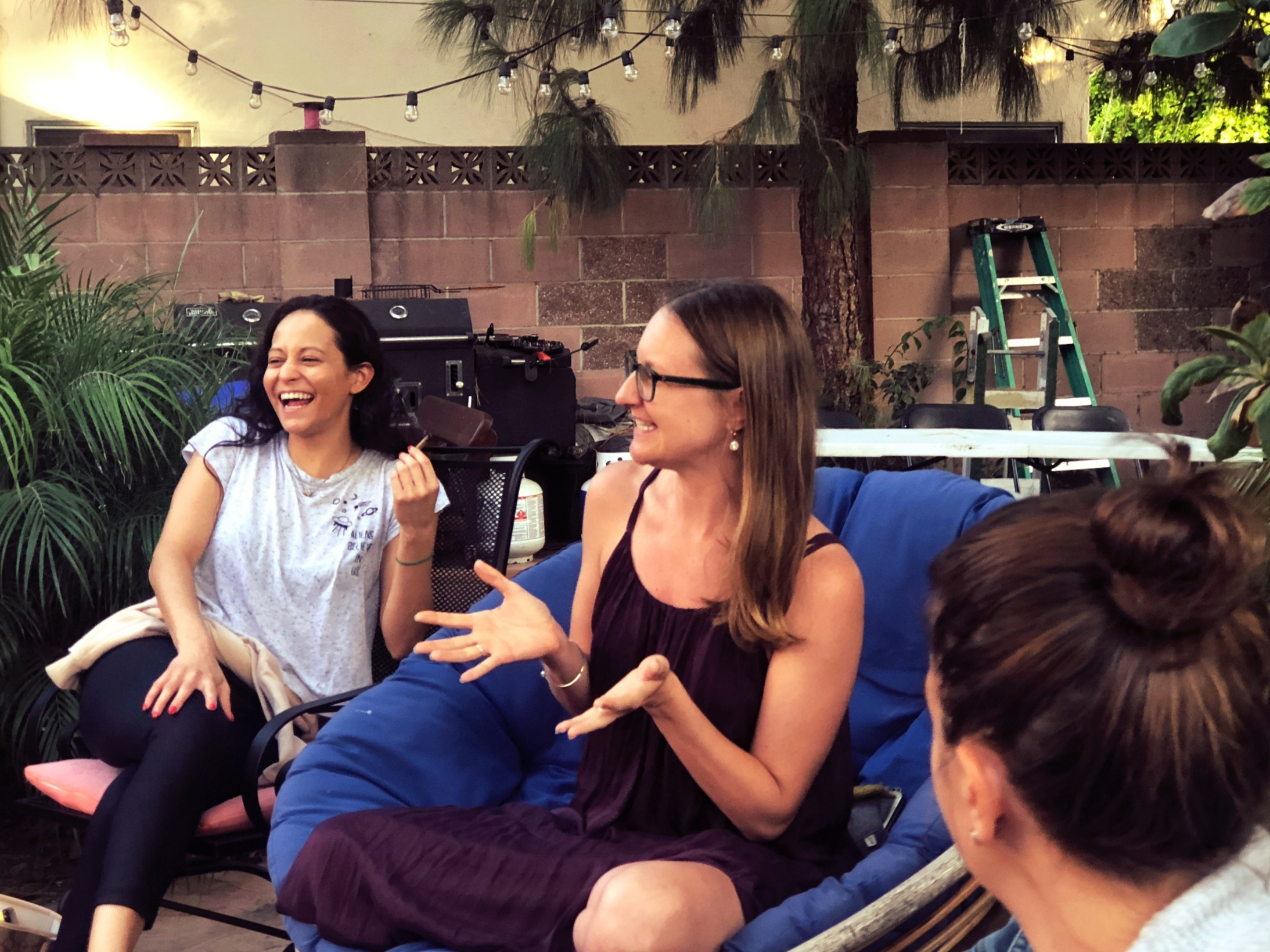CARLI JO TALKING WITH A GROUP OF WOMEN SUNDAY, AUGUST 26TH 2018  IMAGE CREDIT:  CANNABIS FOR BREAKFAST