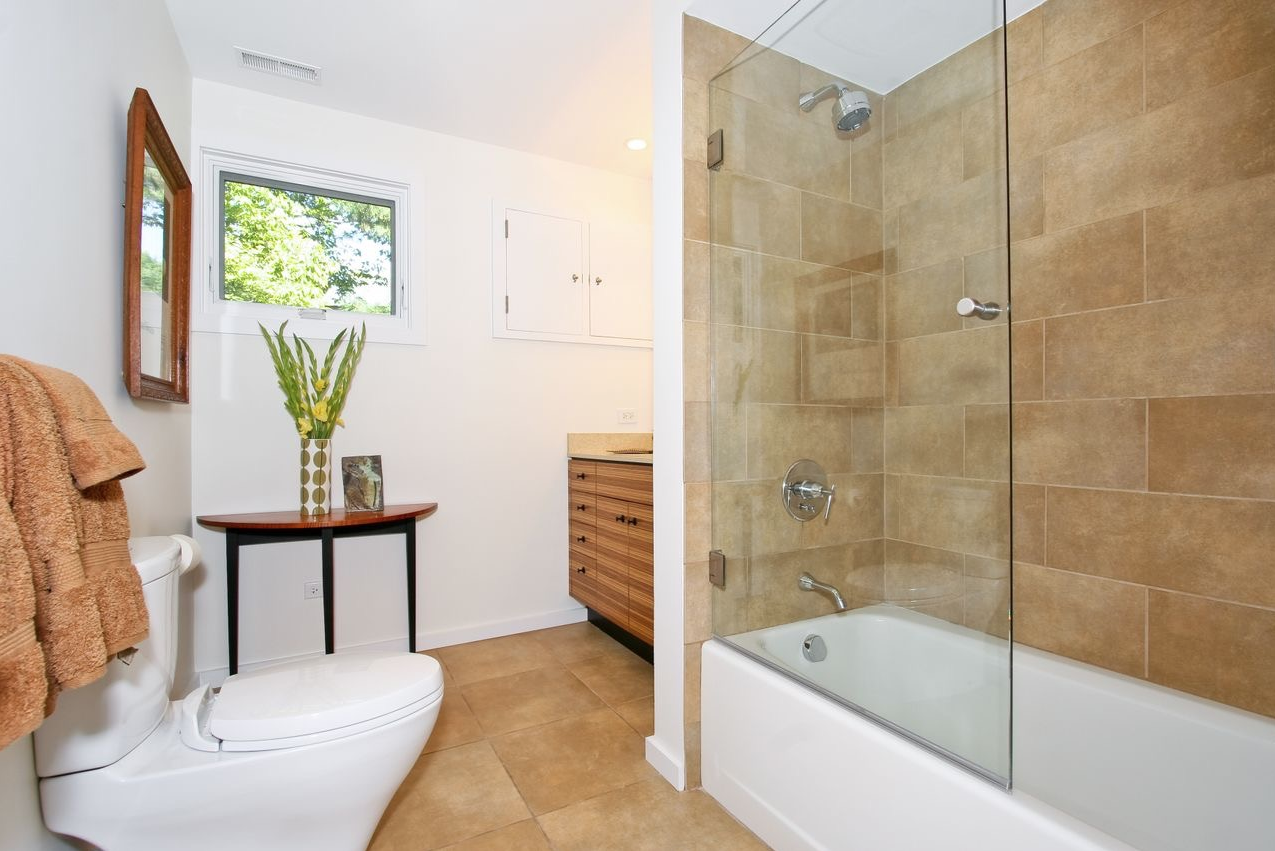 Bathrooms that reflect and use natural materials.