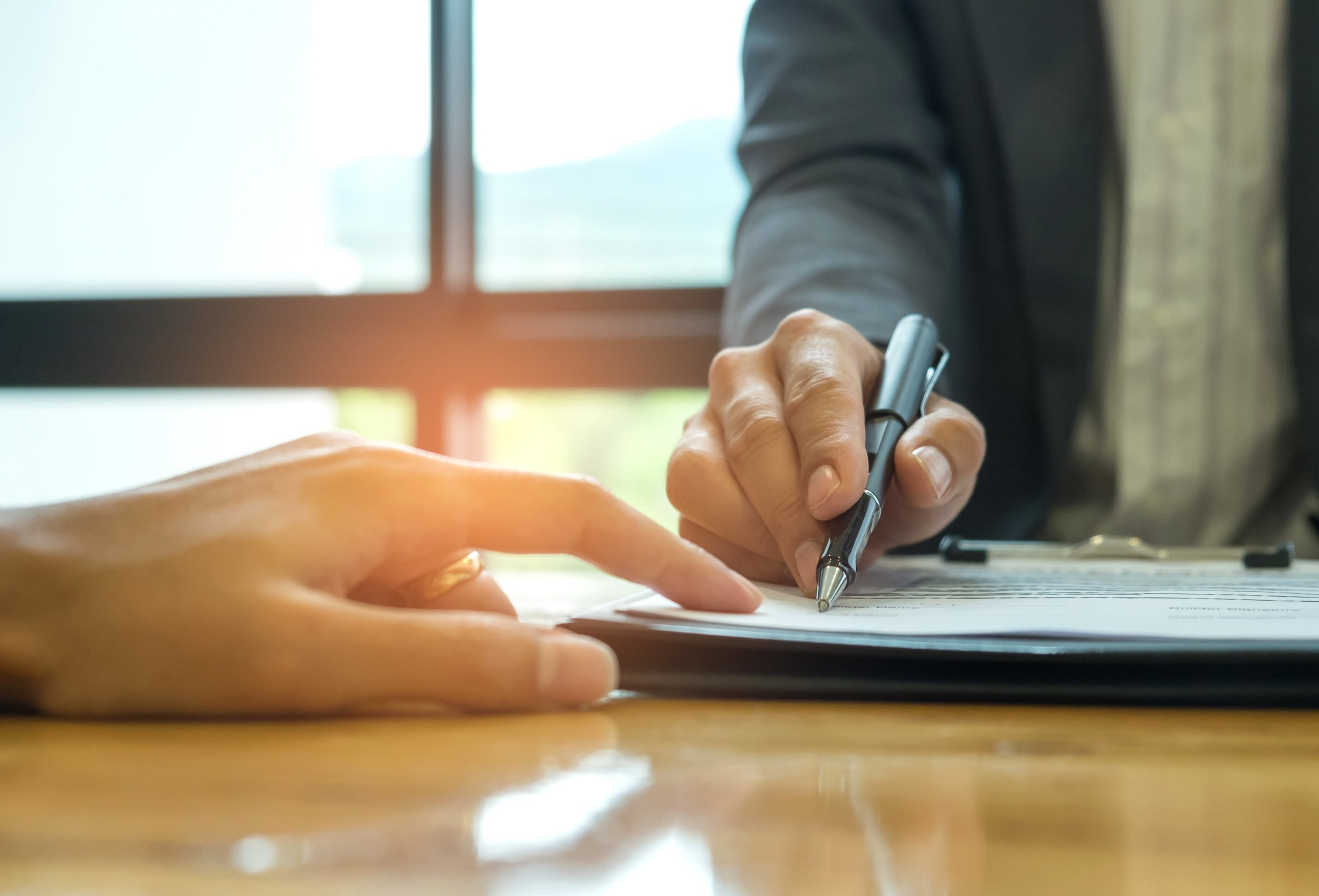business-concept-signing-a-business-contract-PGWLHBQ-min.jpg