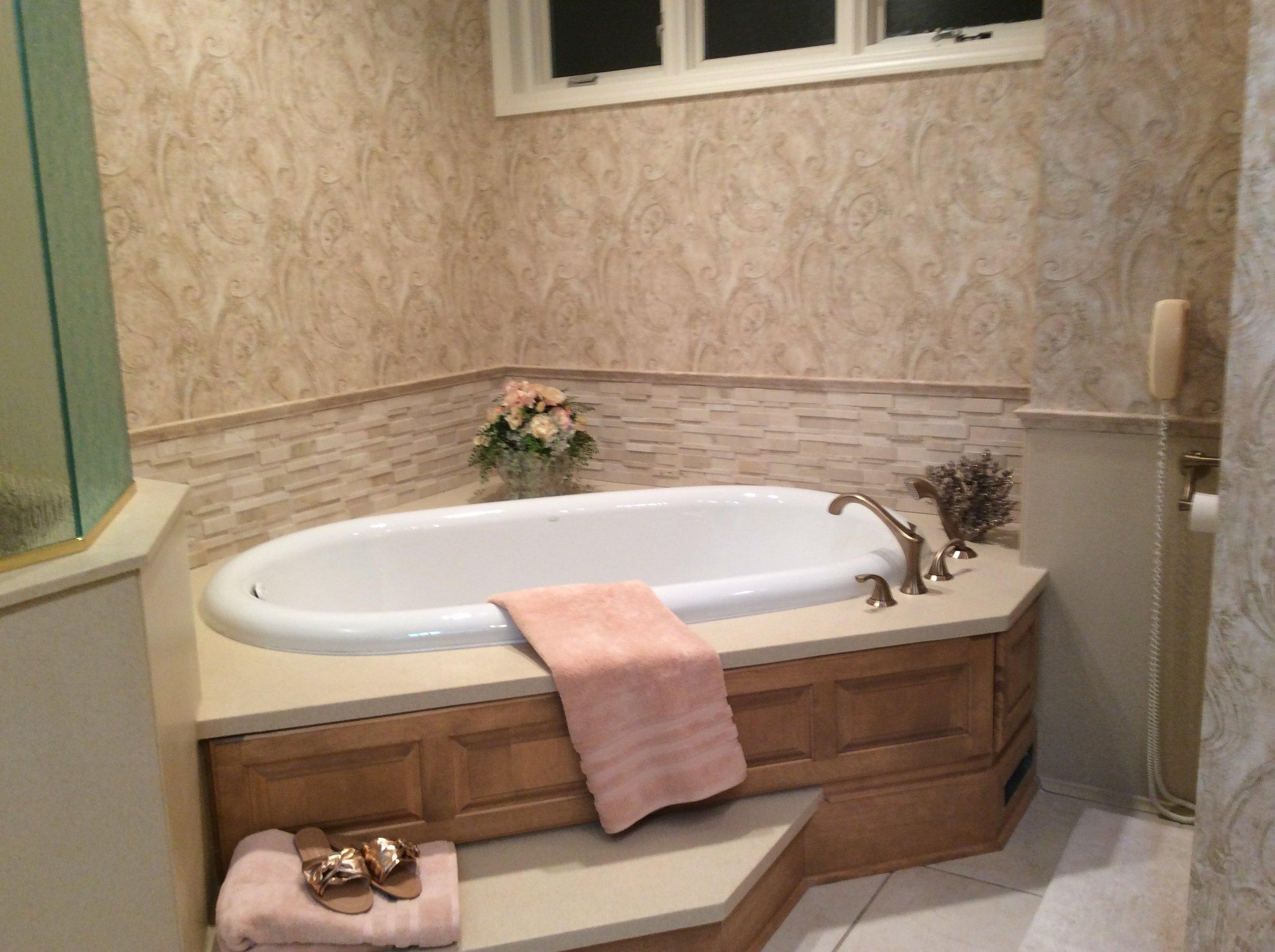 Swenson bath tub surround.JPG