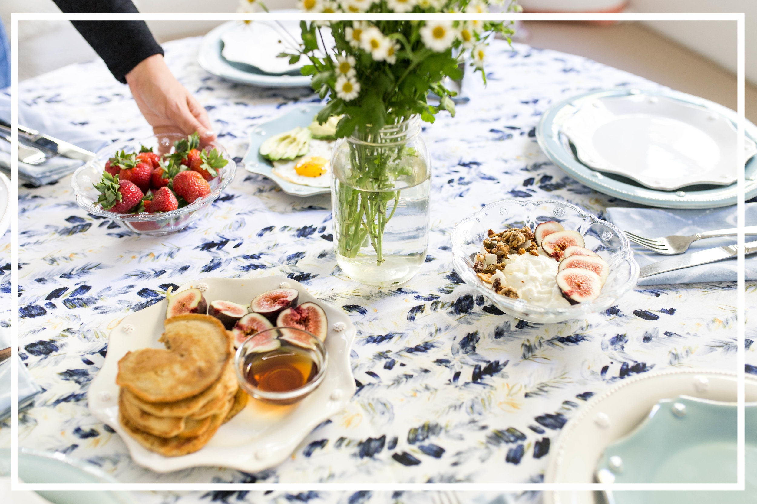 Collaboration for Wolf & Irving + Ambassador Weeknight Bite - A food blogger and a table linen company - with a common love of effortless entertaining - collaborate on the perfect breakfast. Yum.