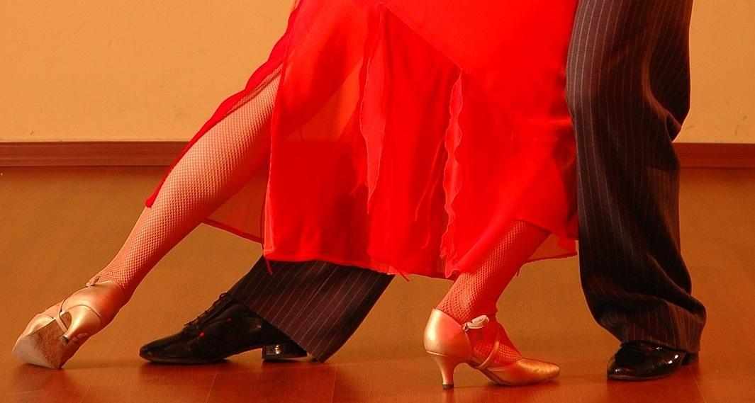 dancing-929818_1920.jpg