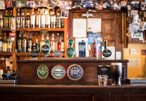 A bar with a rustic feel and different beers on tap