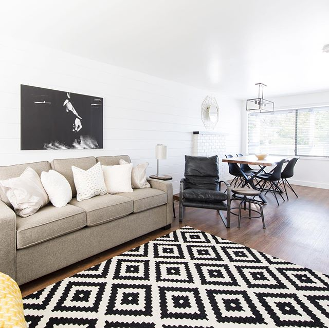 This Saturday we're featuring our A-Lister cottage! This cottage is perfect for those who want a tranquil atmosphere but aren't quite ready to completely leave the city lights behind. With its black, white & gold palette, the design of the A-Lister will leave you feeling like a local celeb. Book a late summer getaway through our website today!