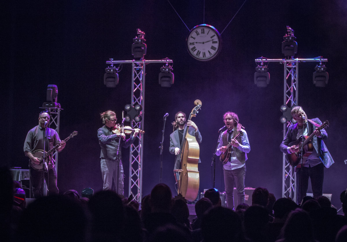 Under A Bluegrass Moon: Chicken Wire Empire and The High 48s