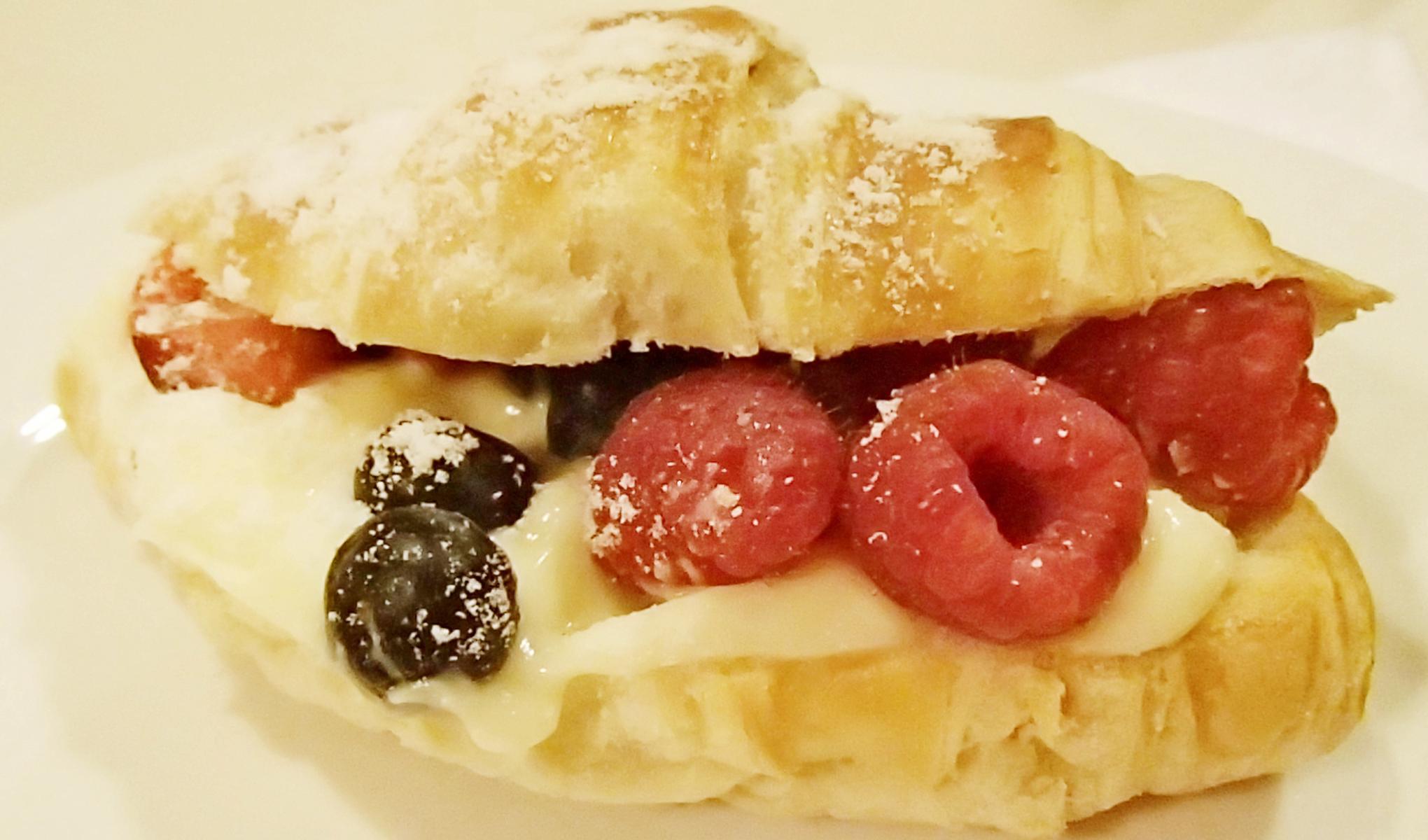 fruit croissant.jpg