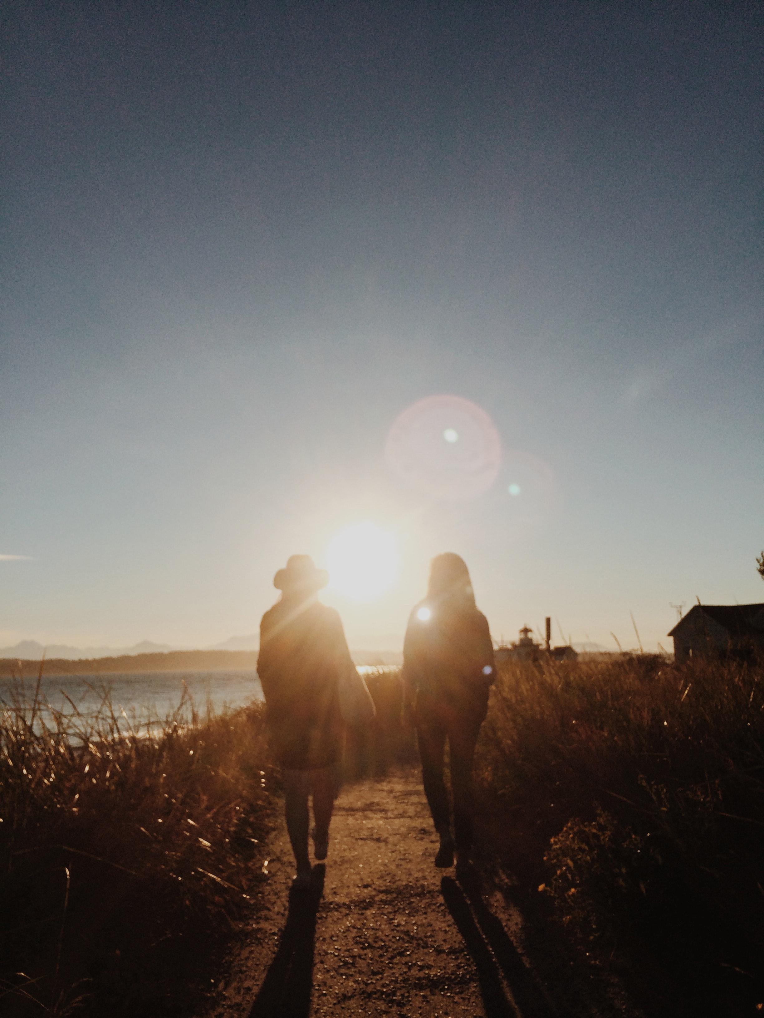 hiking-lens-flare-path-.jpg
