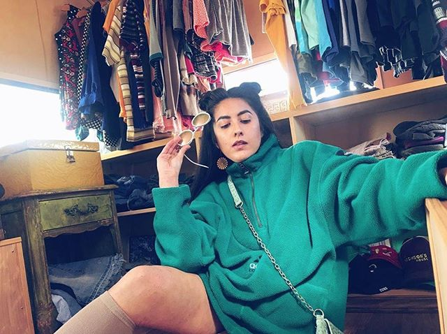 You are a thrifting queen, young and sweet!!!! Head to @downtownanaheim 's Farmers Market to rifle through @popsikleshop 's unique thrift pieces from 11am to 3pm. 📸 @popsikleshop