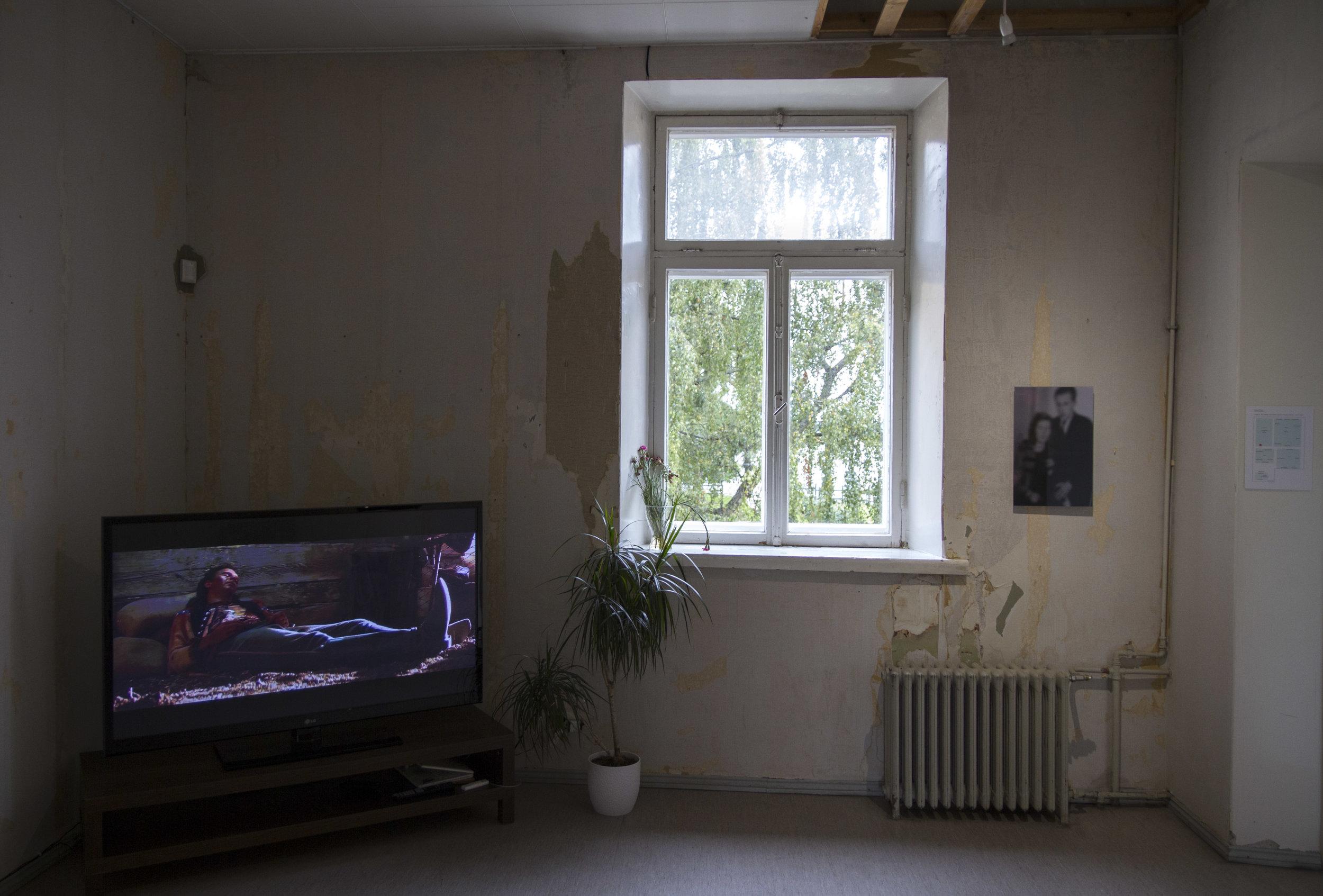 Installation view, left: Joakim Pusenius:  Anamnesis  (2014) and right: Sampo Apajalahti:  Muistojen huoneet (kihlakuva)  (2014)