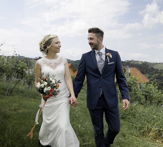 That's how we say dreamteam💐💍 #dreamteam #wedding #southstyria #kitzeck #bride #groom #hochzeit #südsteiermark #leibnitz #weddingdress #weddingflowers