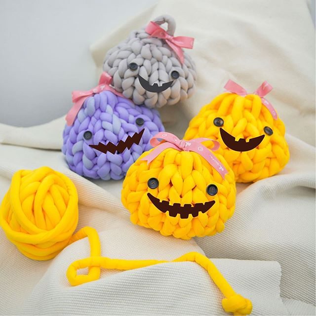 【 Chunky Knit Pumpkin Workshop】 LAST CALL!!!! Halloween is coming! It is time for pumpkin decoration ! 🎃  Wanna hand knit this super cute pumpkin with @ohmira_mira ? Inbox us to register now!  Date and time: Class 1/ 18 Oct (Fri), 1-2pm Class 2/ 18 Oct (Fri), 7-8pm Class 3/ 19 Oct (Sat), 2-3pm Class 4/ 19 Oct (Sat), 5-6pm  Place: Shop 238, Mira Place 1, TST  #havearomanticday