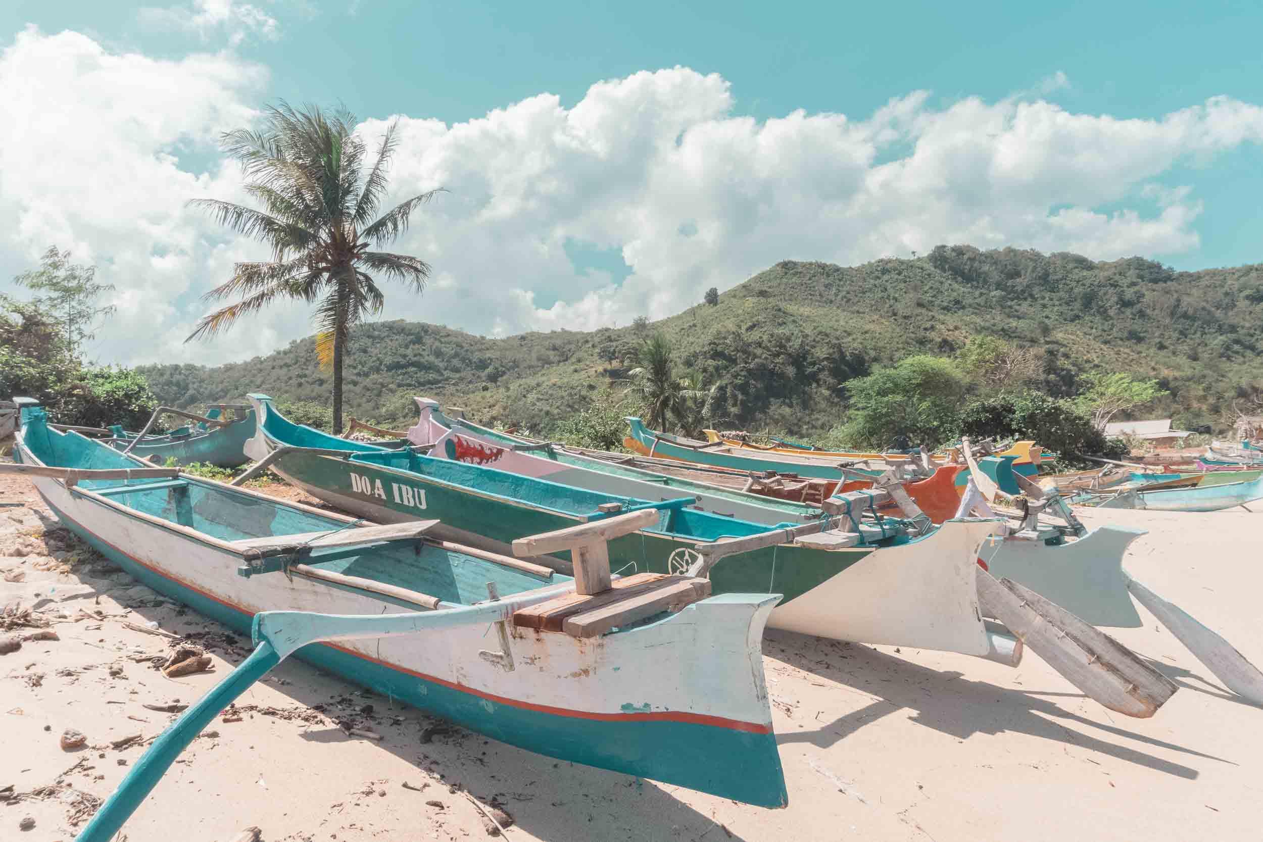 Pantai_Mawun_Lombok_Indonesia.jpg