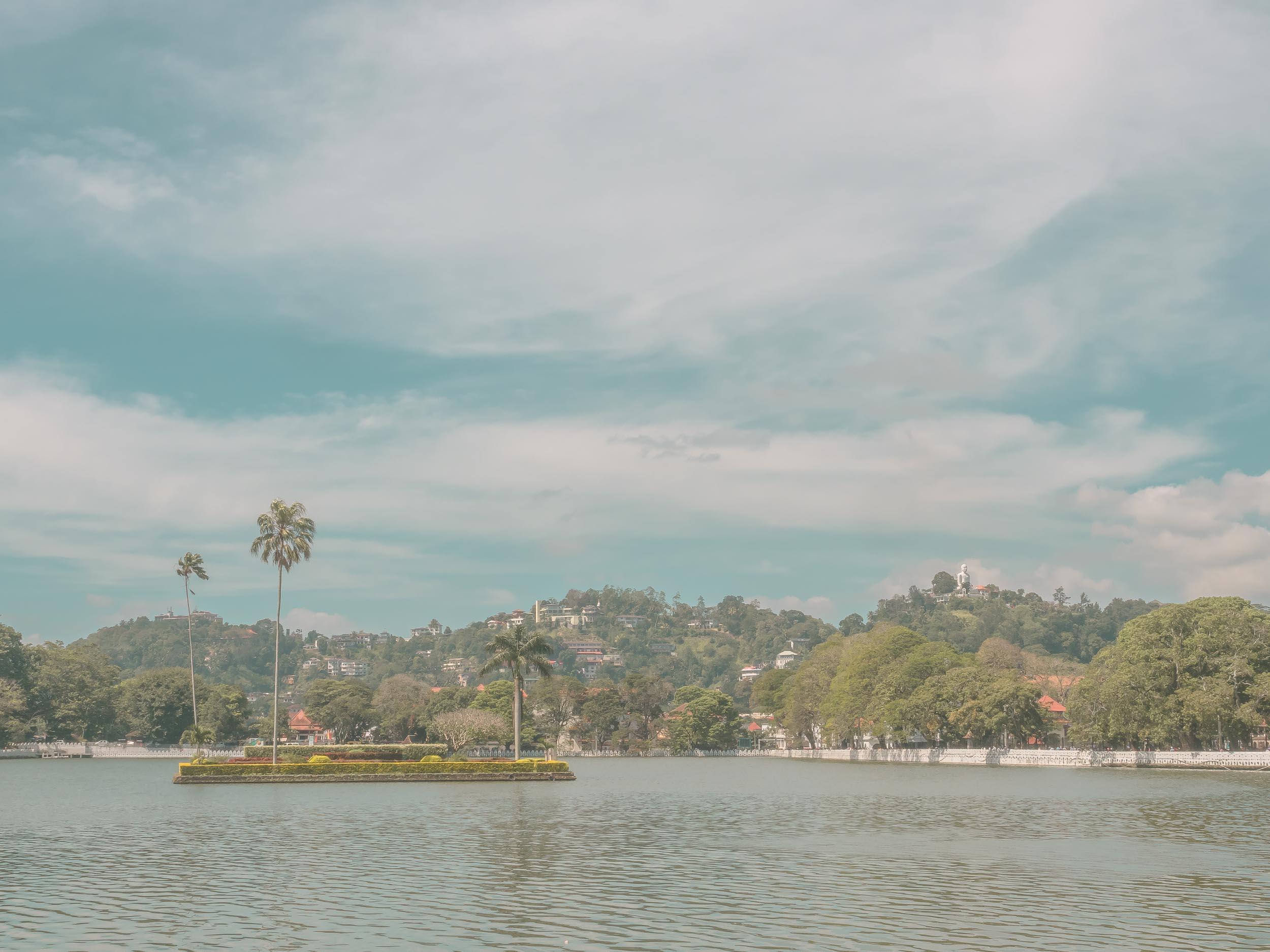 Kandy_Lake_Sri_Lanka.jpg