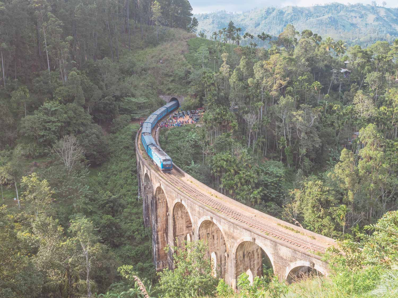 Train_Ella_Sri_Lanka.jpg