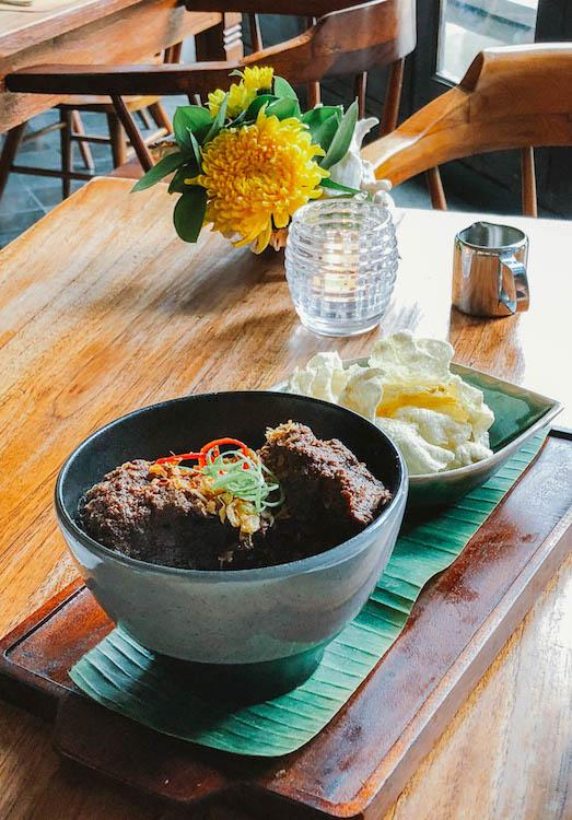culinária-indonésia-beef-rendang.jpg