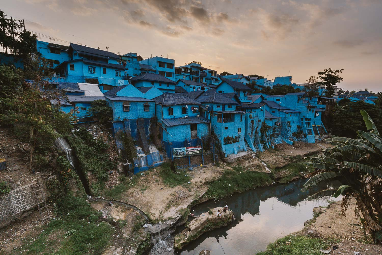 kampung-biru-arema-malang-indonesia.jpg