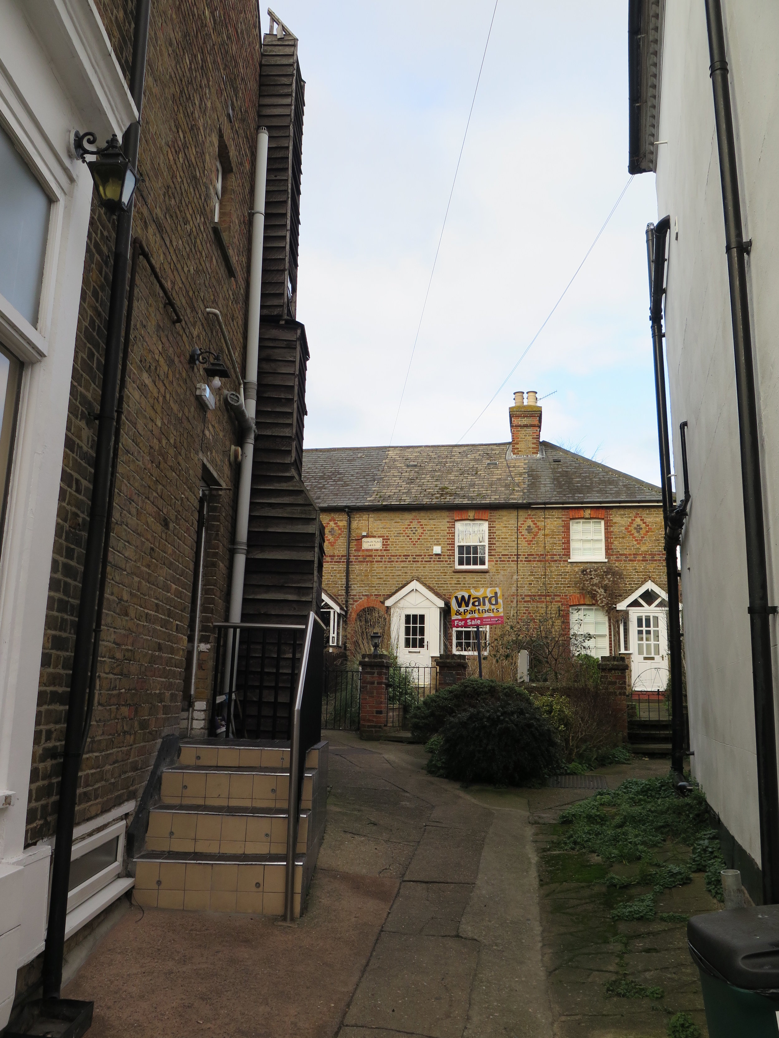 Yards and houses set back from the High Street -