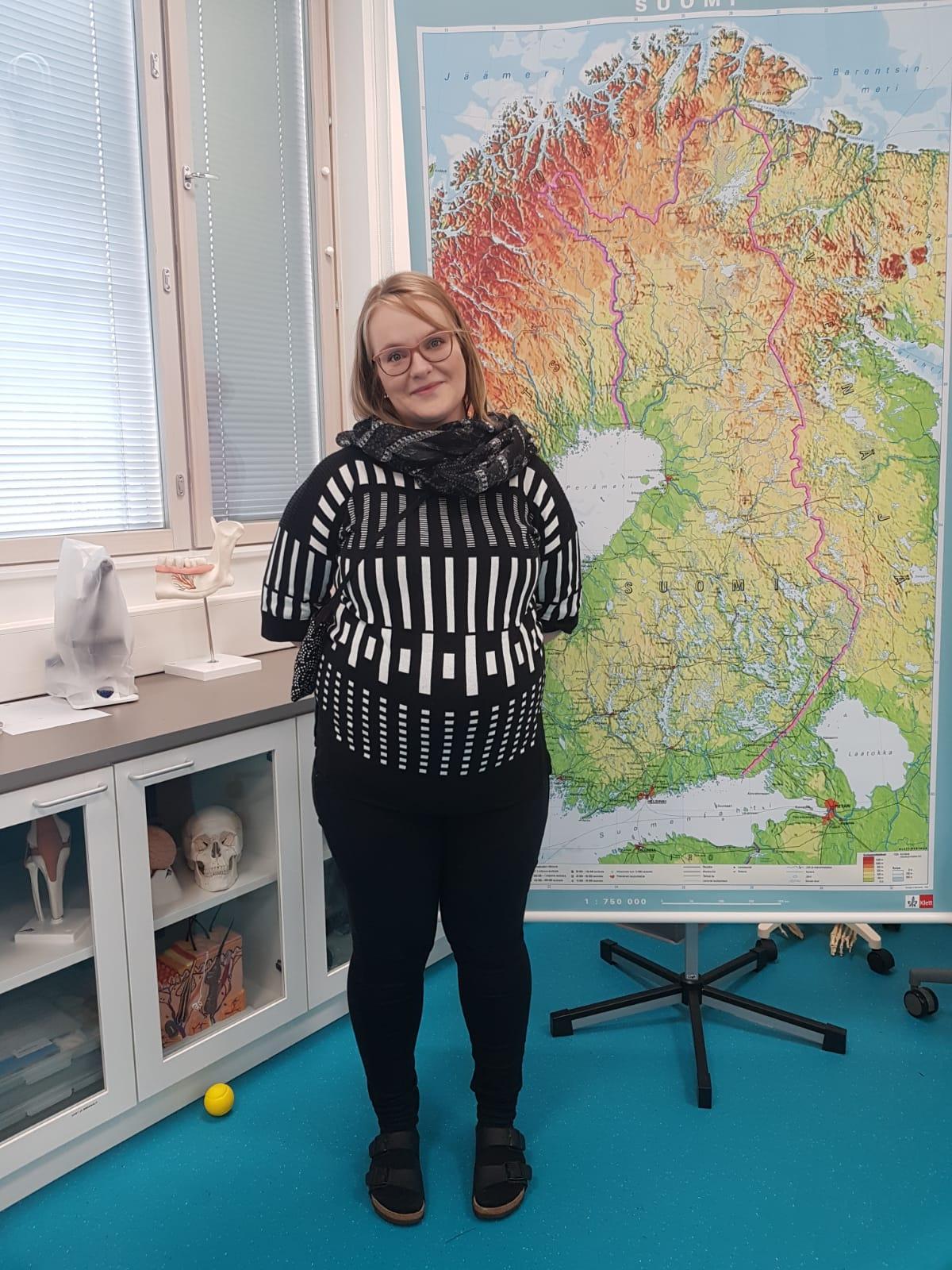 Ritaharjun koulun biologian ja maantiedon opettaja Sara Hästbacka.
